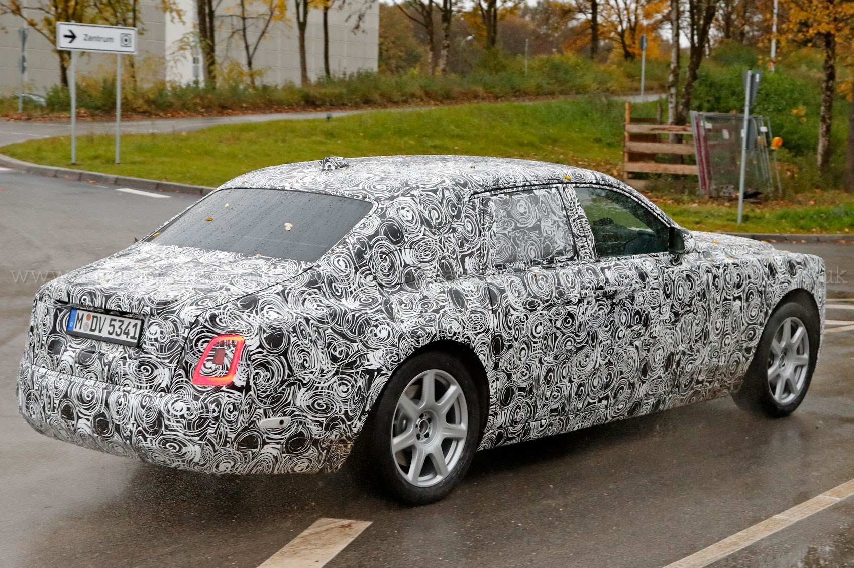 Next Gen Rolls Royce Phantom Spotted By Car Magazine