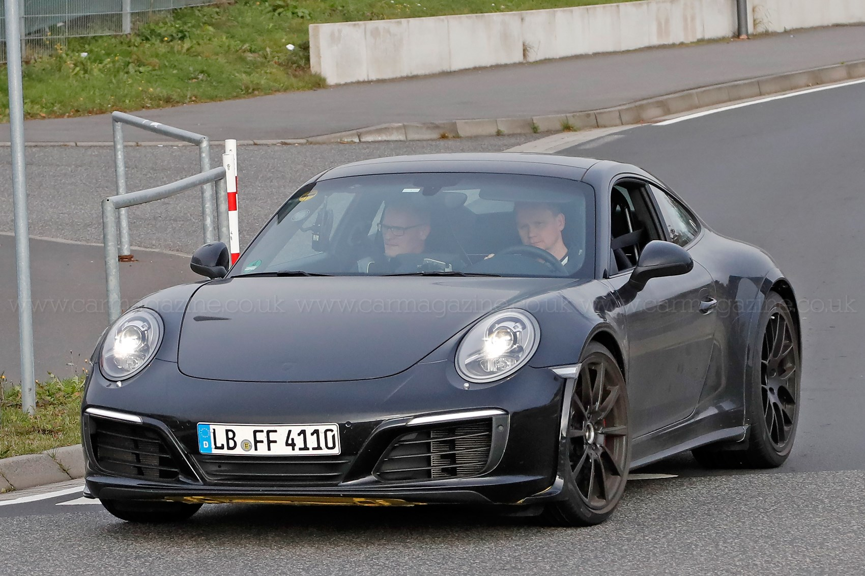 Fabuleux Porsche 911 (992-generation) spy shots and first details by CAR  EB58