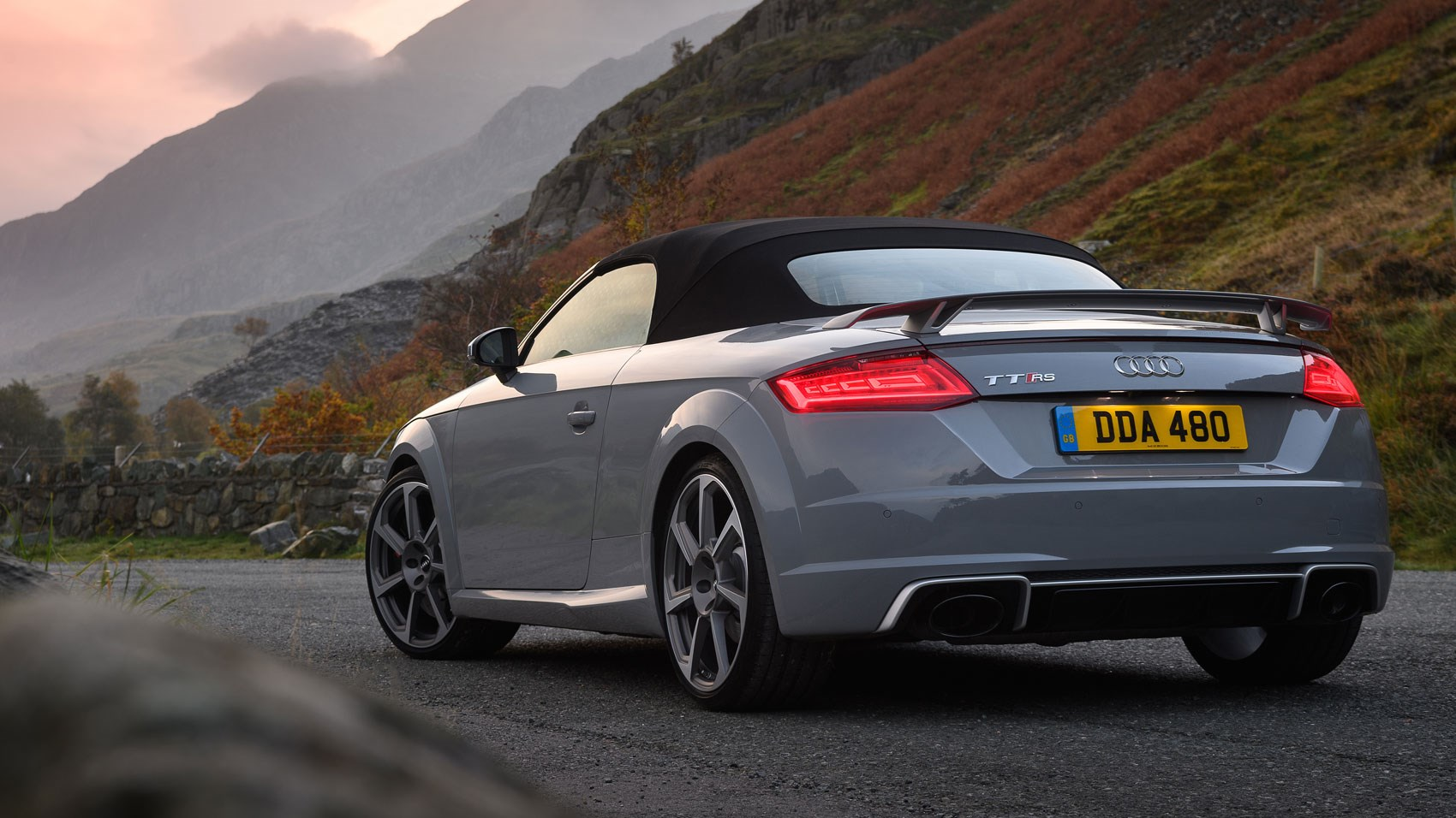 audi tt rs roadster 2016 review by car magazine. Black Bedroom Furniture Sets. Home Design Ideas