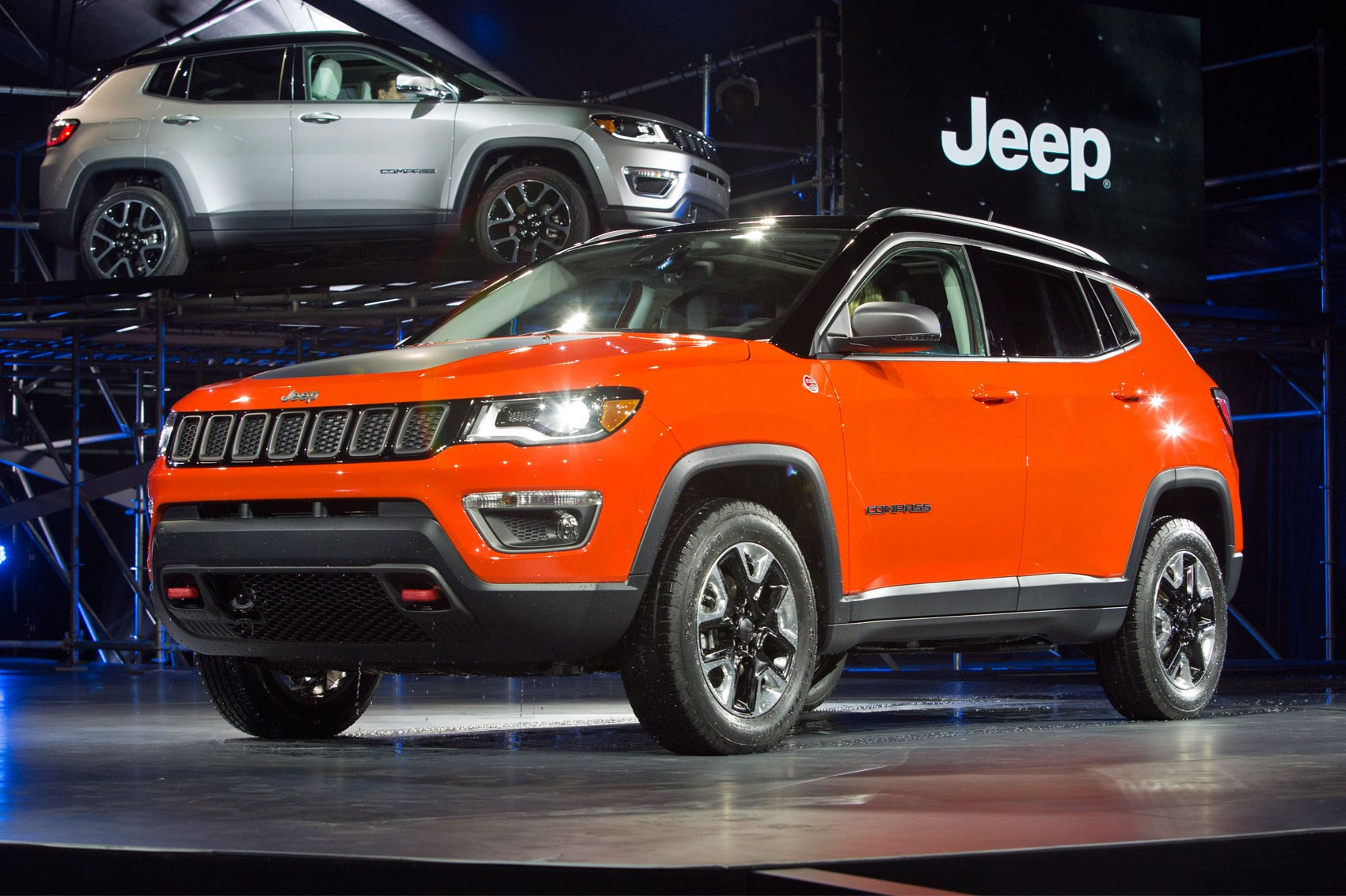 new jeep compass unveiled at la auto show car magazine. Black Bedroom Furniture Sets. Home Design Ideas