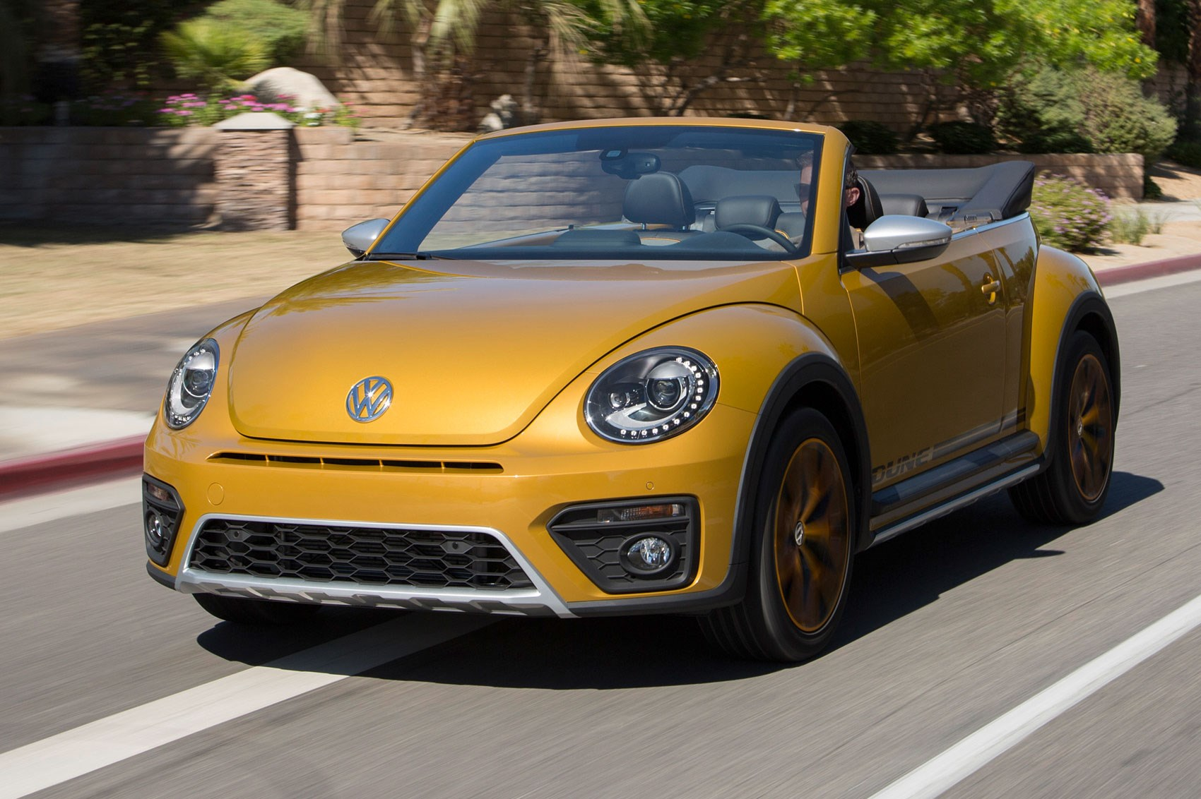 Vw Beetle Dune Cabriolet 1 2 Tsi Dsg 2016 Review