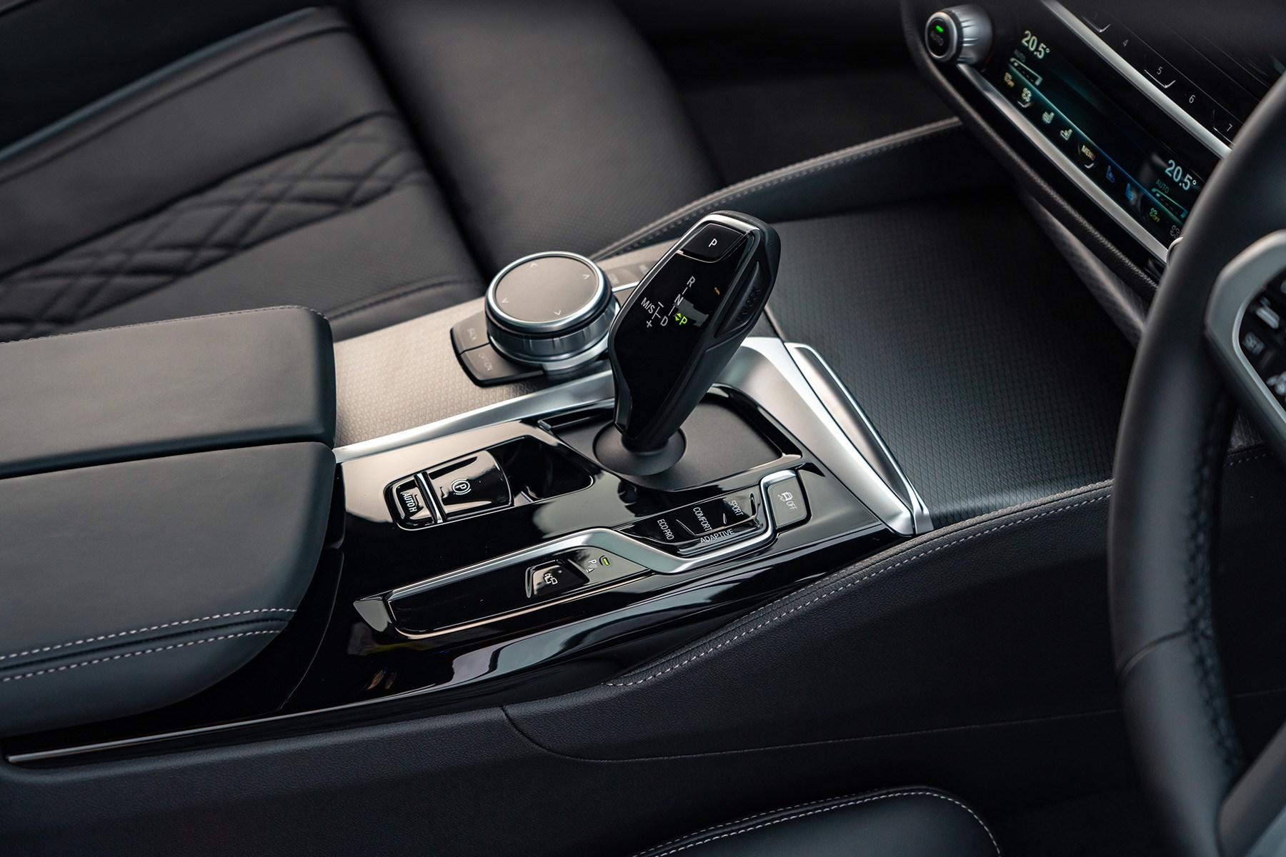 BMW 5 Series M550i xDrive automatic gearbox 2020
