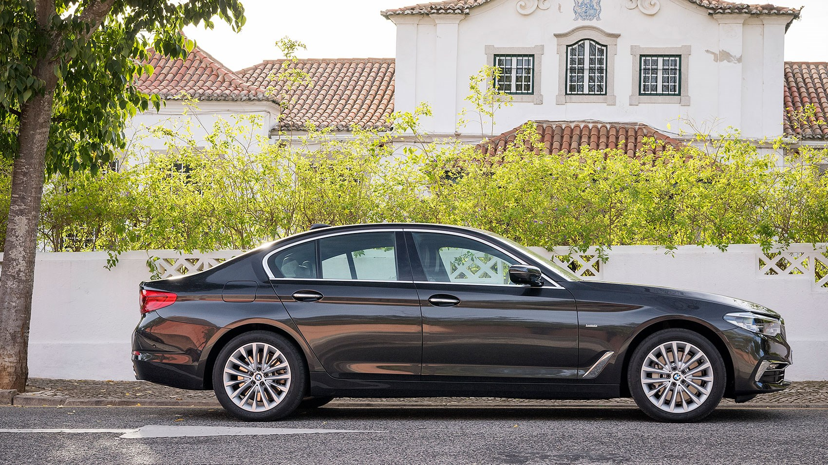 ... BMW 5-series (2017) review ...