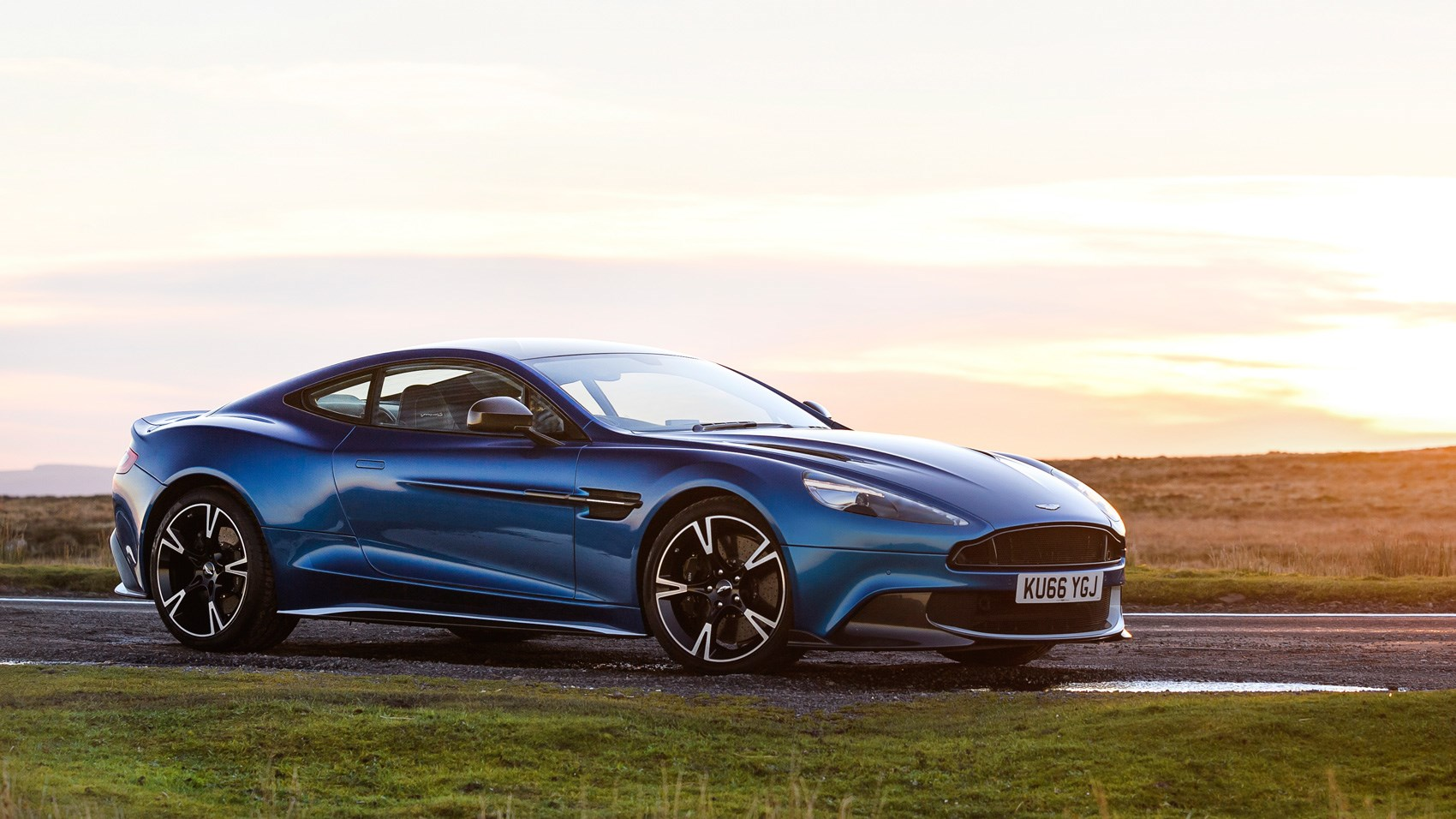 aston martin vanquish s 2017 review car magazine. Black Bedroom Furniture Sets. Home Design Ideas