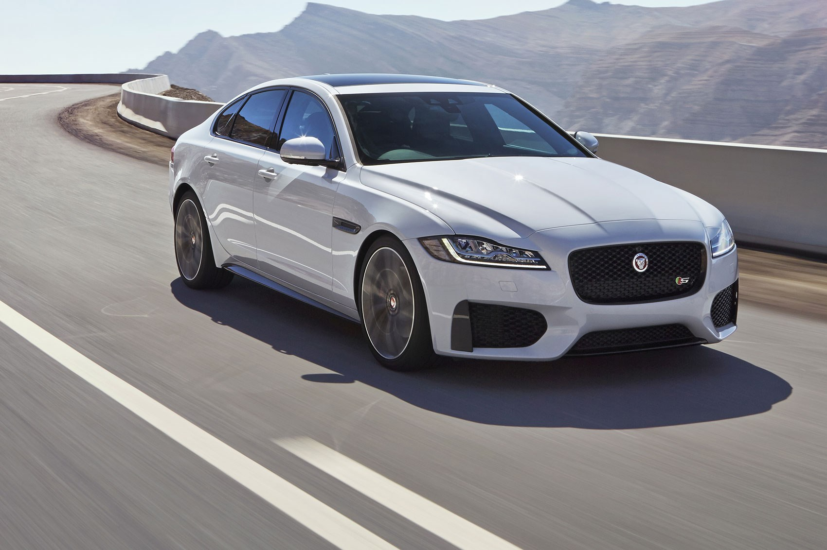 Jaguar XF S (2016) review by CAR Magazine