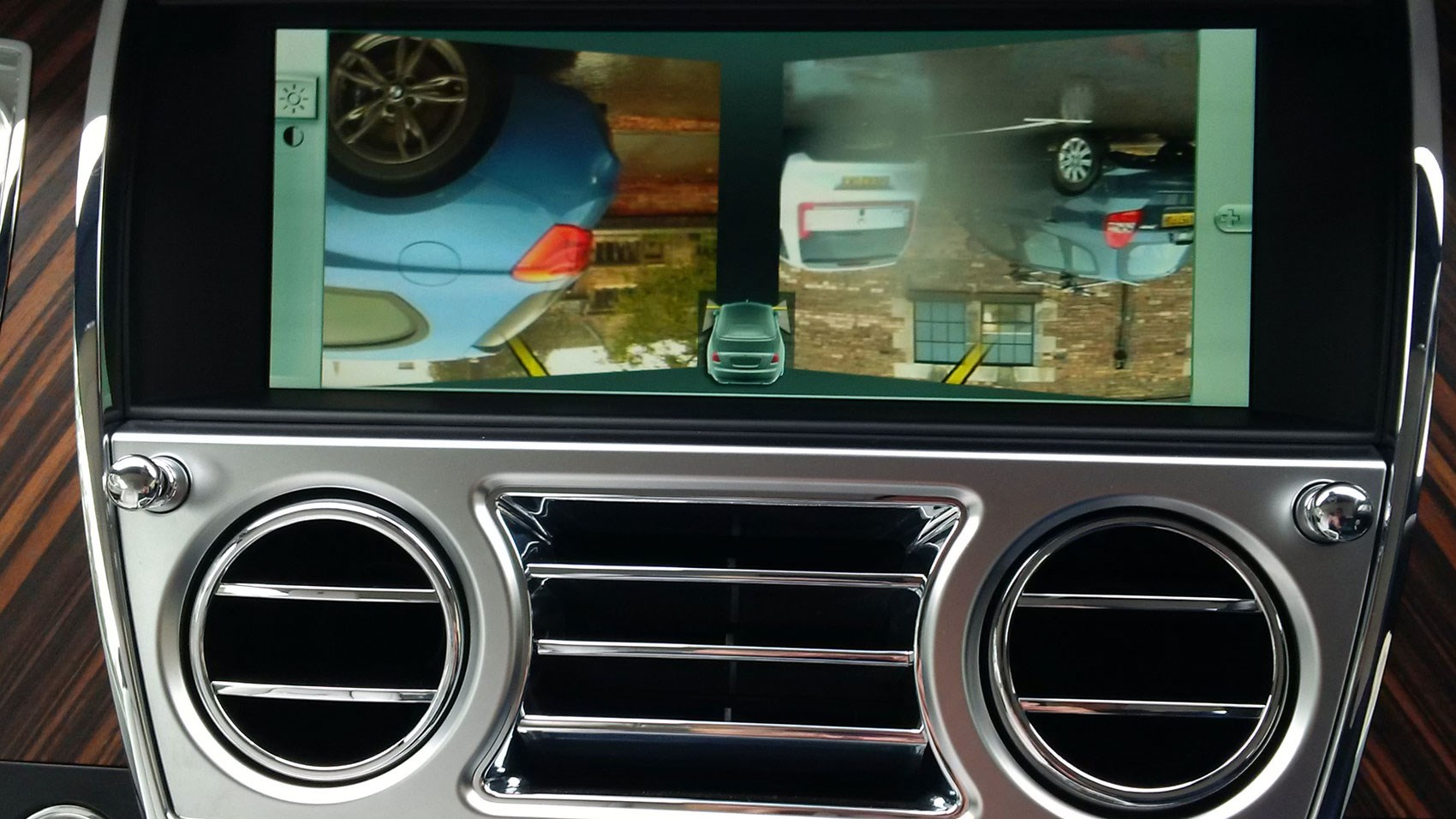 Rolls-Royce Dawn reversing camera picture upside down in our test car
