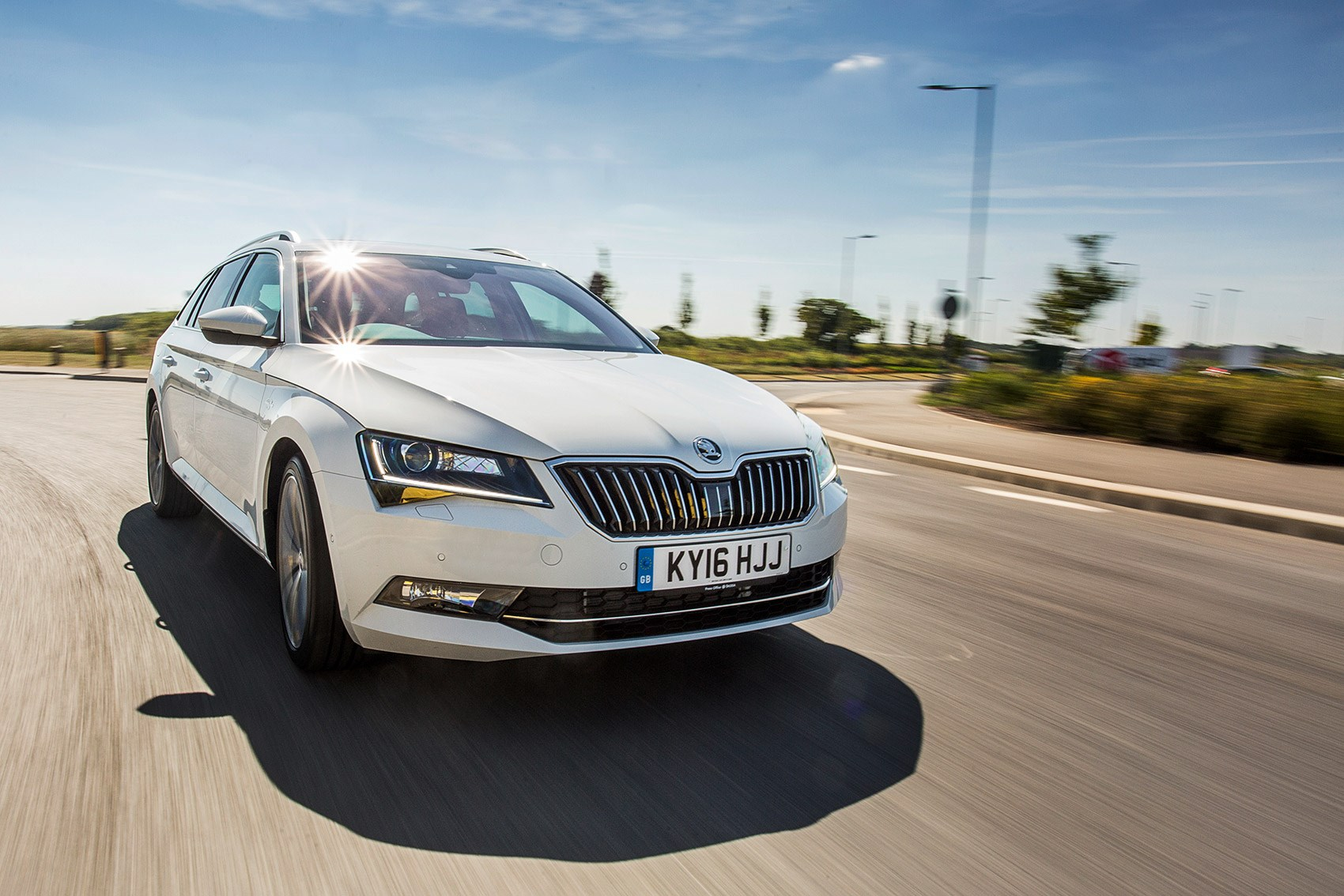 Skoda superb estate 1 4 tsi review autocar - Skoda Superb Estate 280 Something Of A Dichotomy