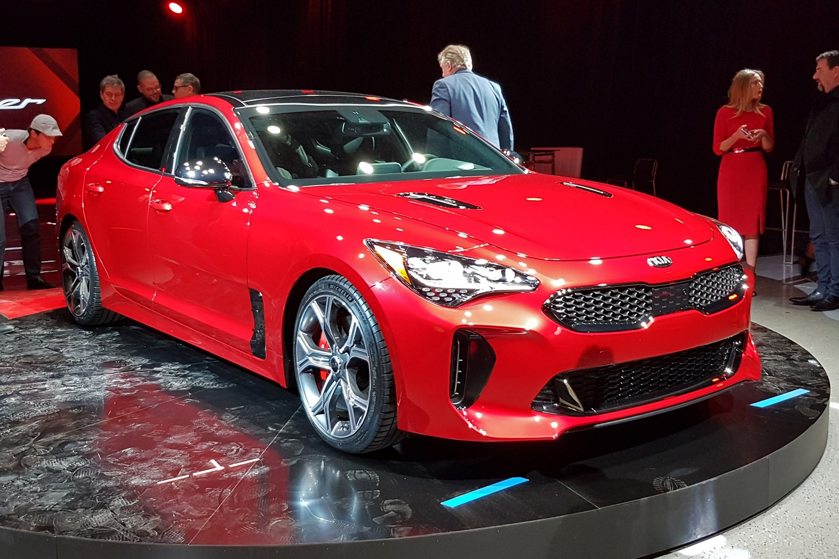 Kia Turns Up The Heat New Stinger Fastback Unveiled In Detroit By Car Magazine
