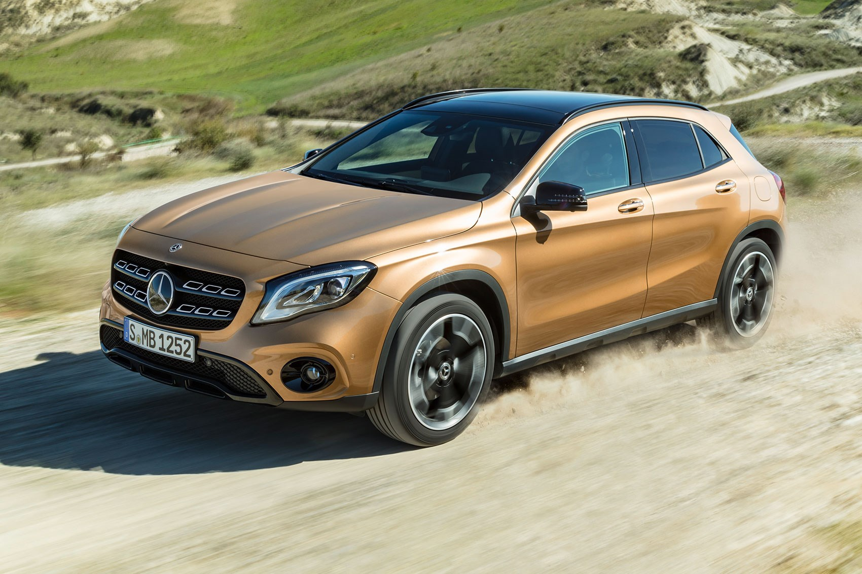 mercedes gla 2017 facelift merc gets the mascara out by car magazine. Black Bedroom Furniture Sets. Home Design Ideas