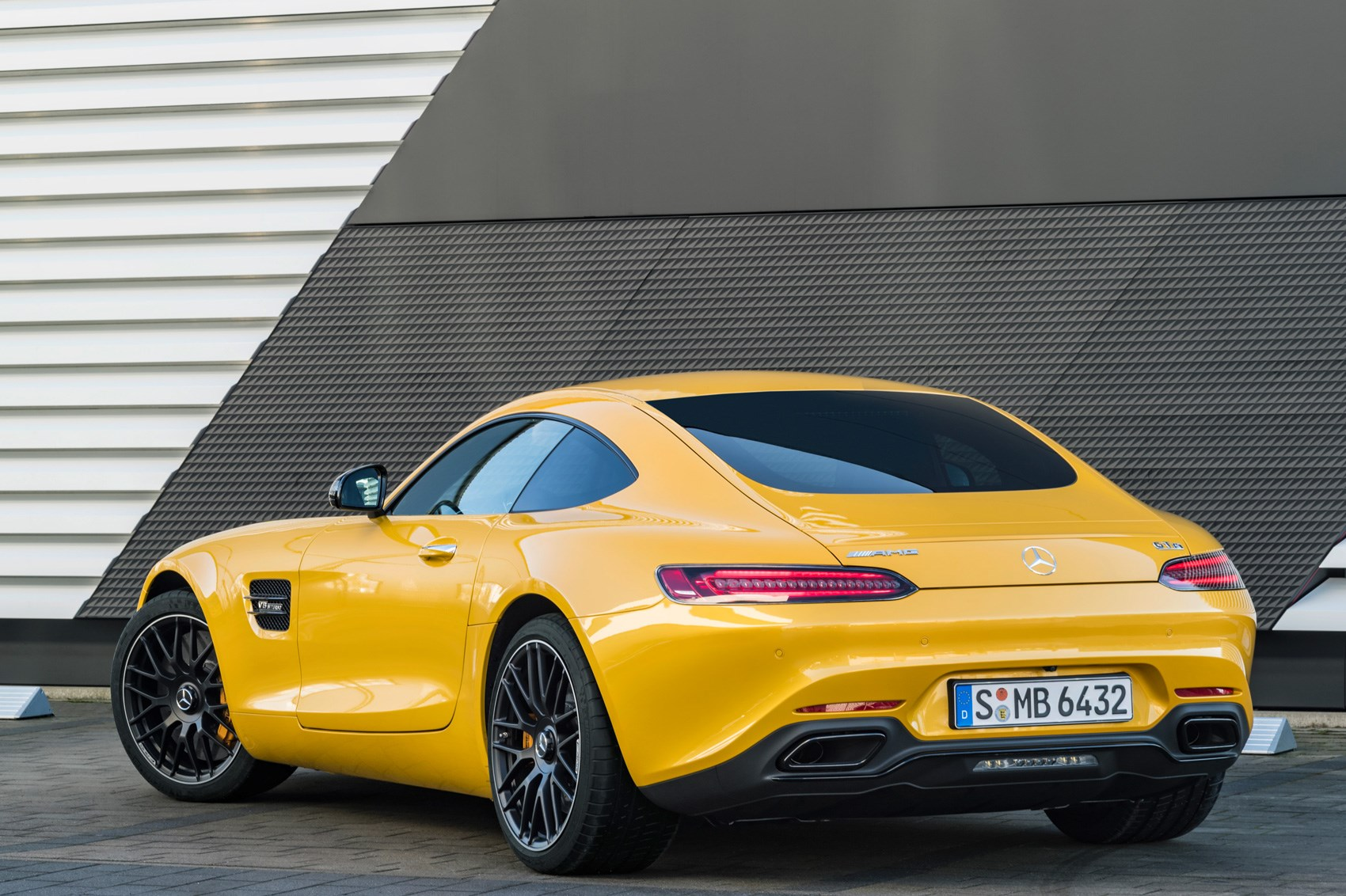 Mercedes amg gt range gets more power and four wheel steer for Mercedes benz amg range