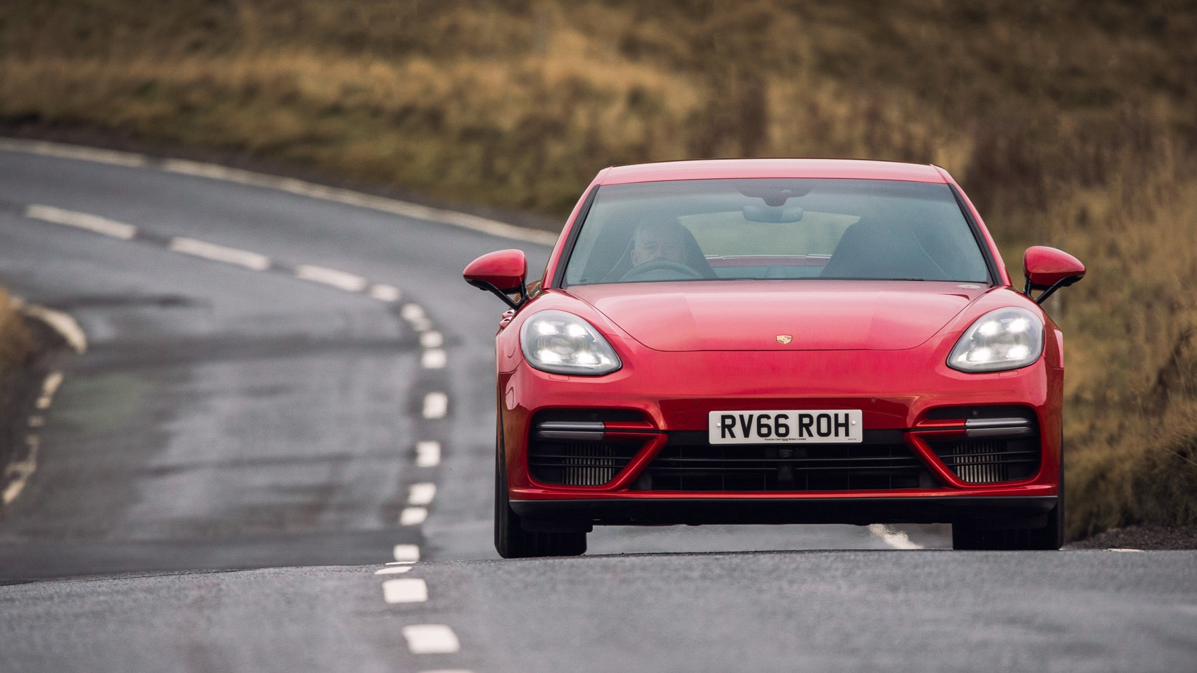 download original size red porsche panamera