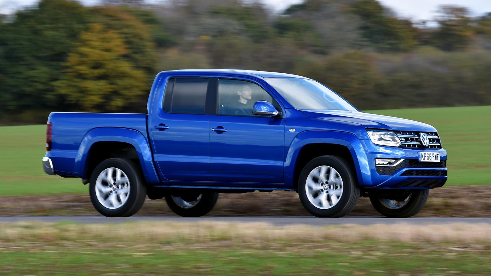 volkswagen amarok v6 aventura 4x4 2017 review car magazine. Black Bedroom Furniture Sets. Home Design Ideas