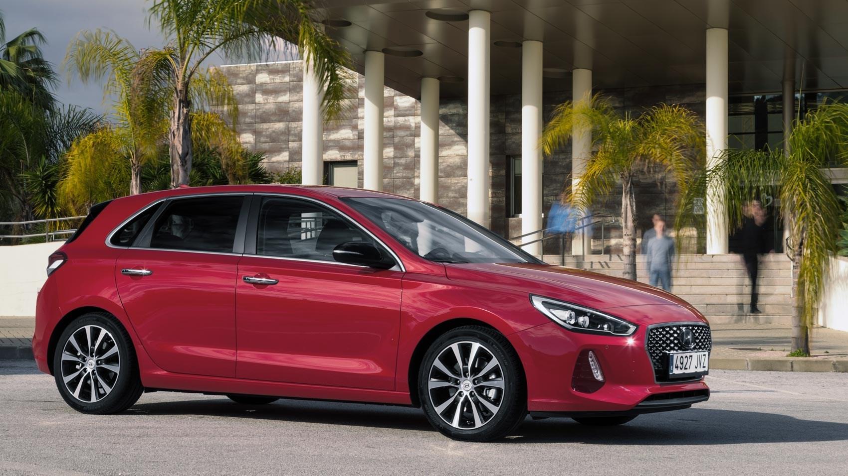 Hyundai i30 1 4 T-GDi 140PS Premium (2017) review   CAR Magazine