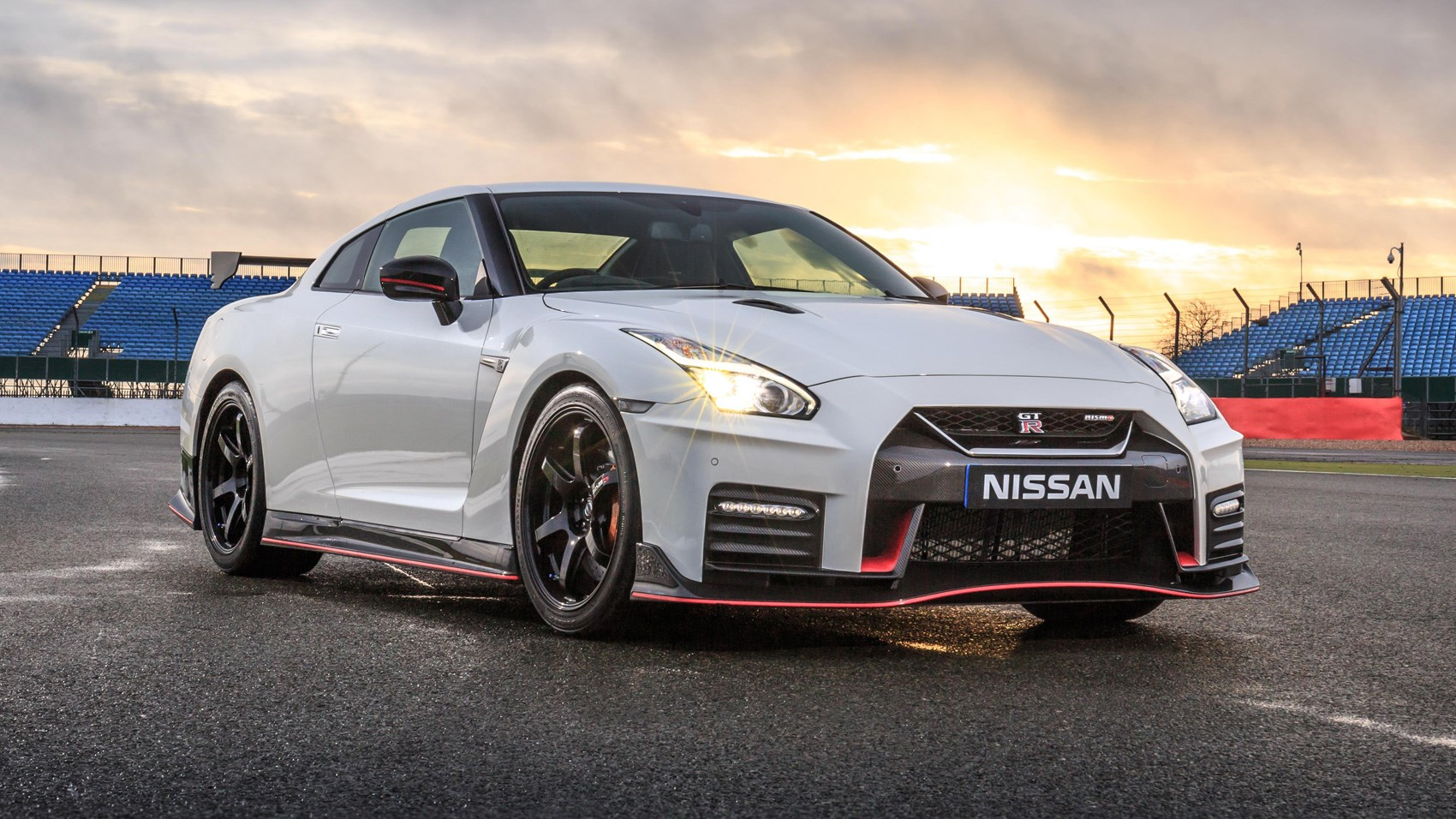 nissan gt r nismo 2017 review by car magazine. Black Bedroom Furniture Sets. Home Design Ideas