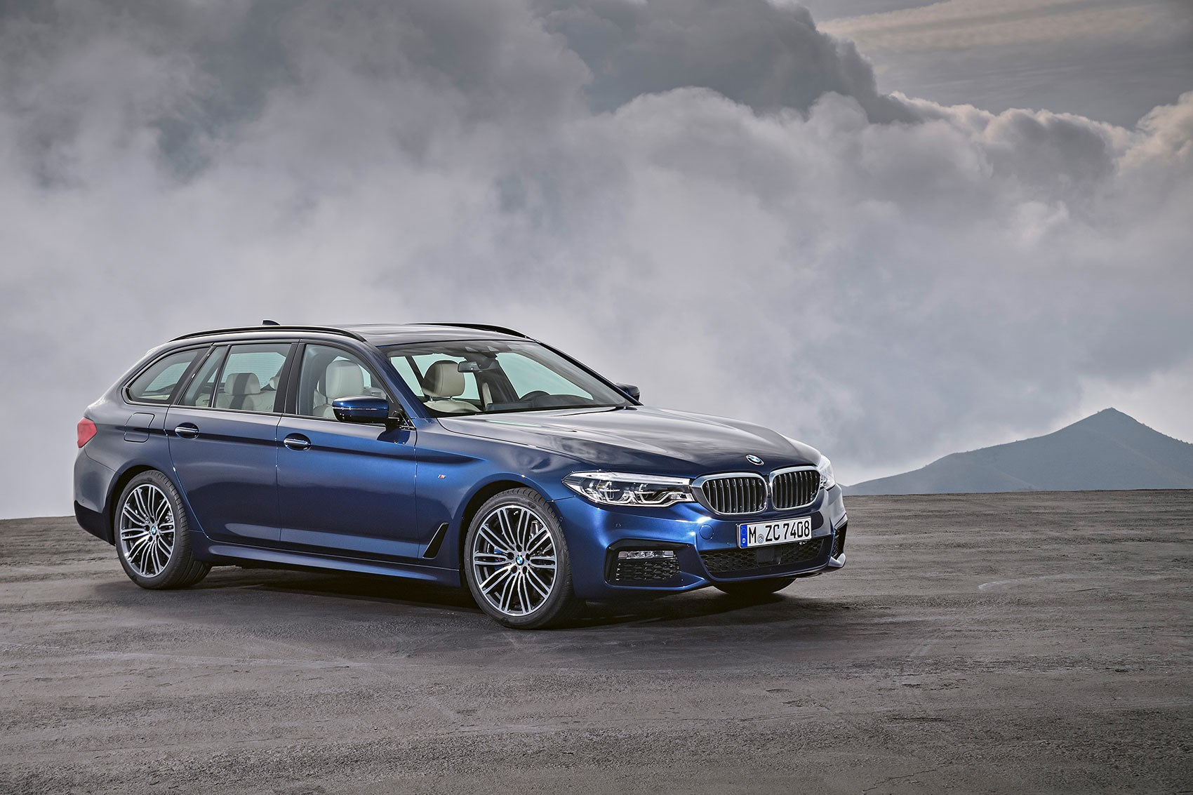 new bmw 5 series touring the fifth estate is here car magazine. Black Bedroom Furniture Sets. Home Design Ideas
