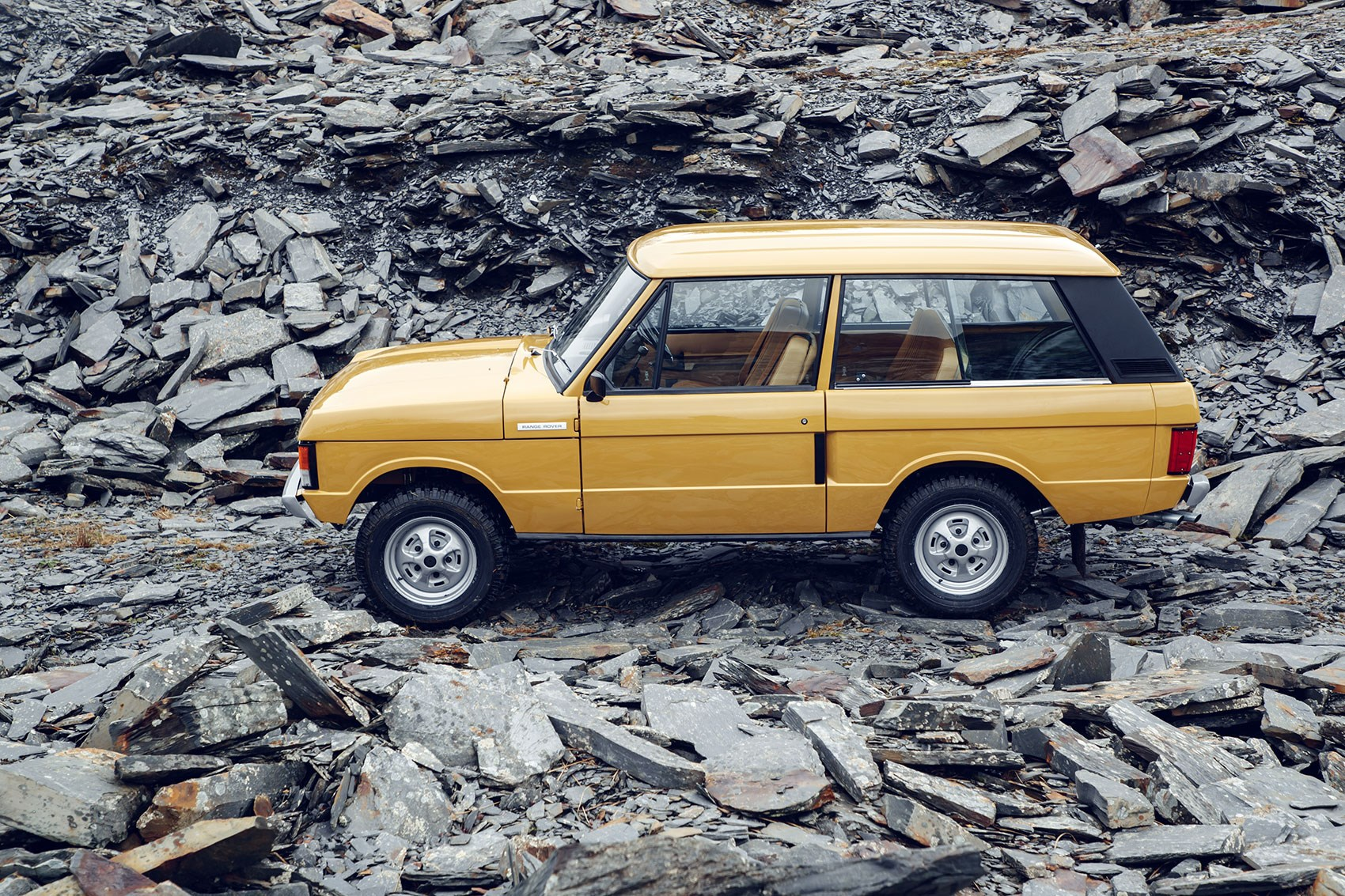range rover classic reborn the rangie s back from the dead by car magazine. Black Bedroom Furniture Sets. Home Design Ideas