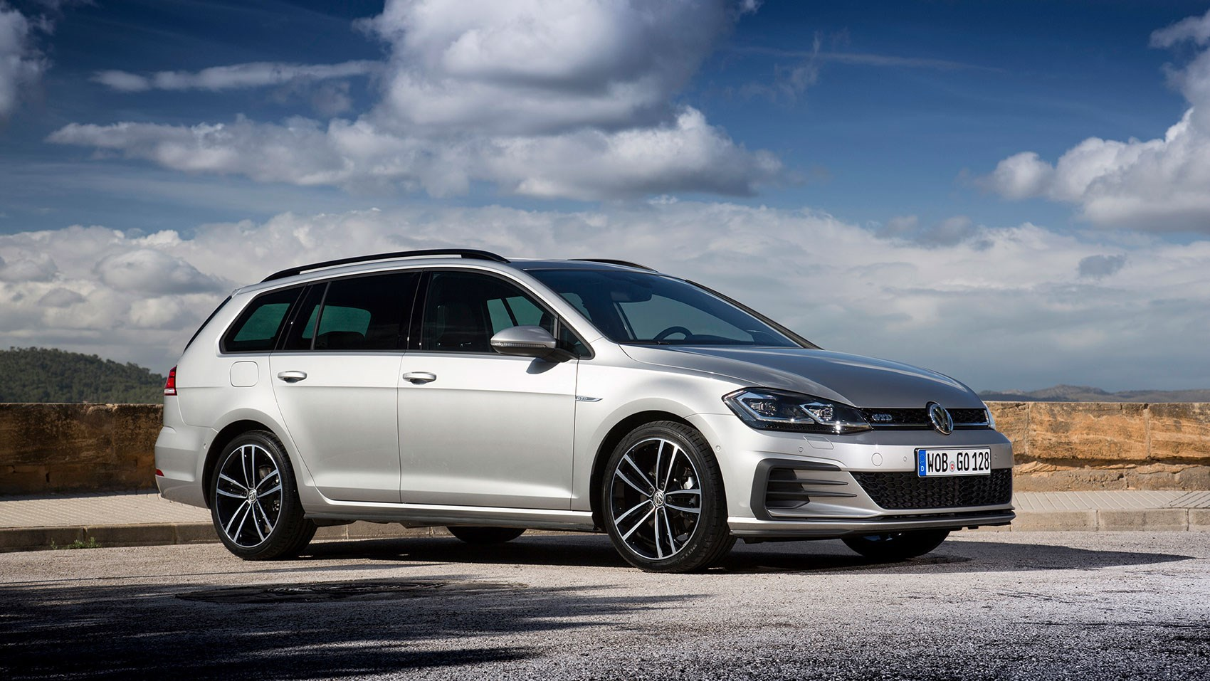 vw golf gtd estate 2017 review by car magazine. Black Bedroom Furniture Sets. Home Design Ideas