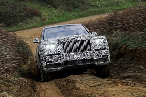 Rolls Royce Cullinan uphill