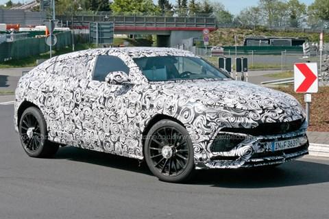 Lamborghini Urus yol virajı