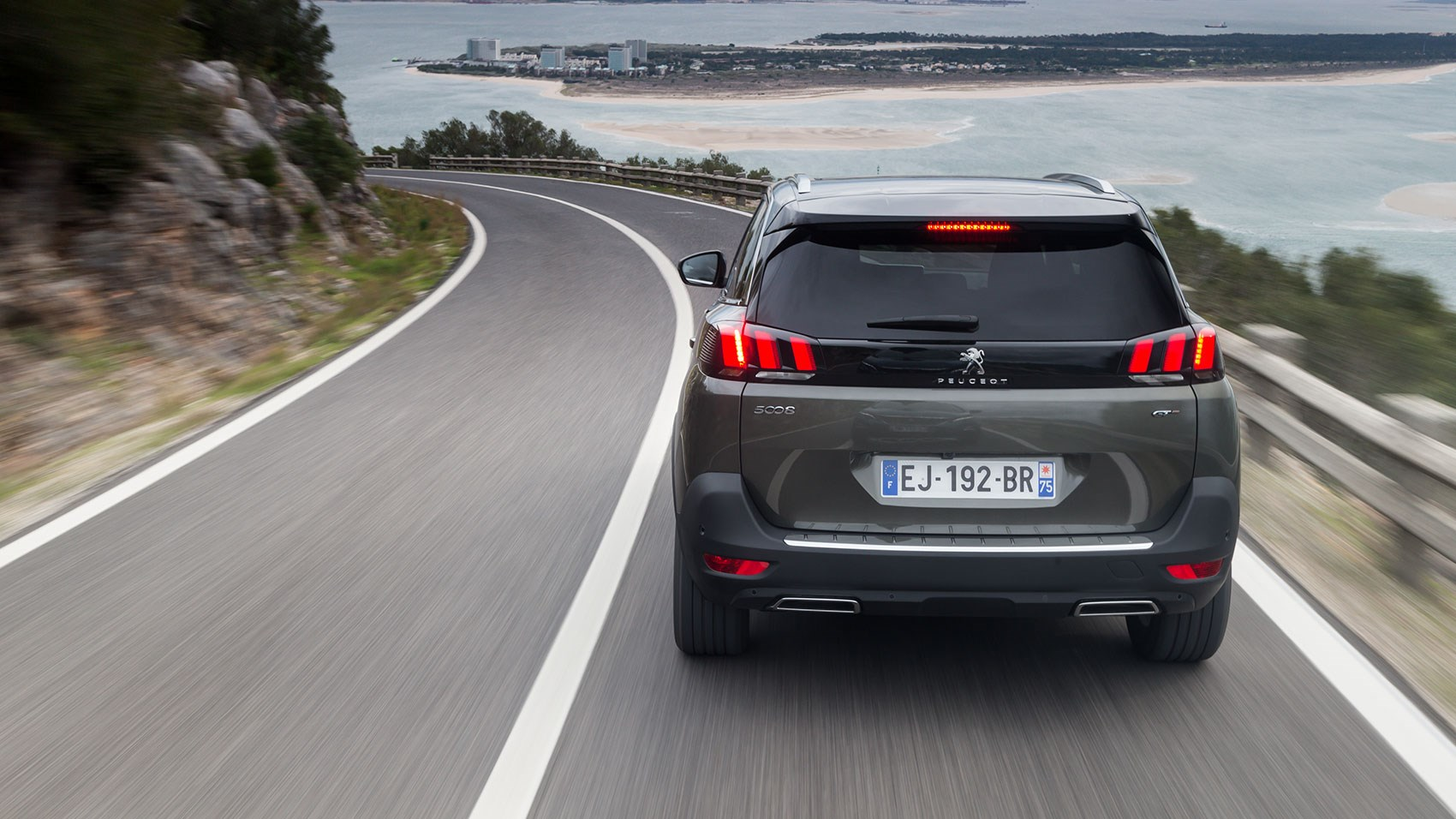 Peugeot 5008 rear tracking