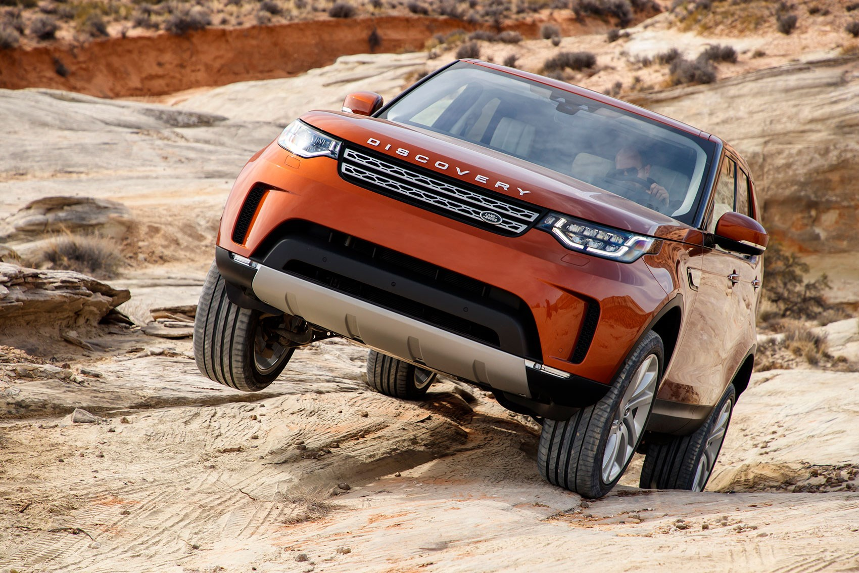A proper off-road workhorse: we plug mud in the new Land Rover Discovery 5
