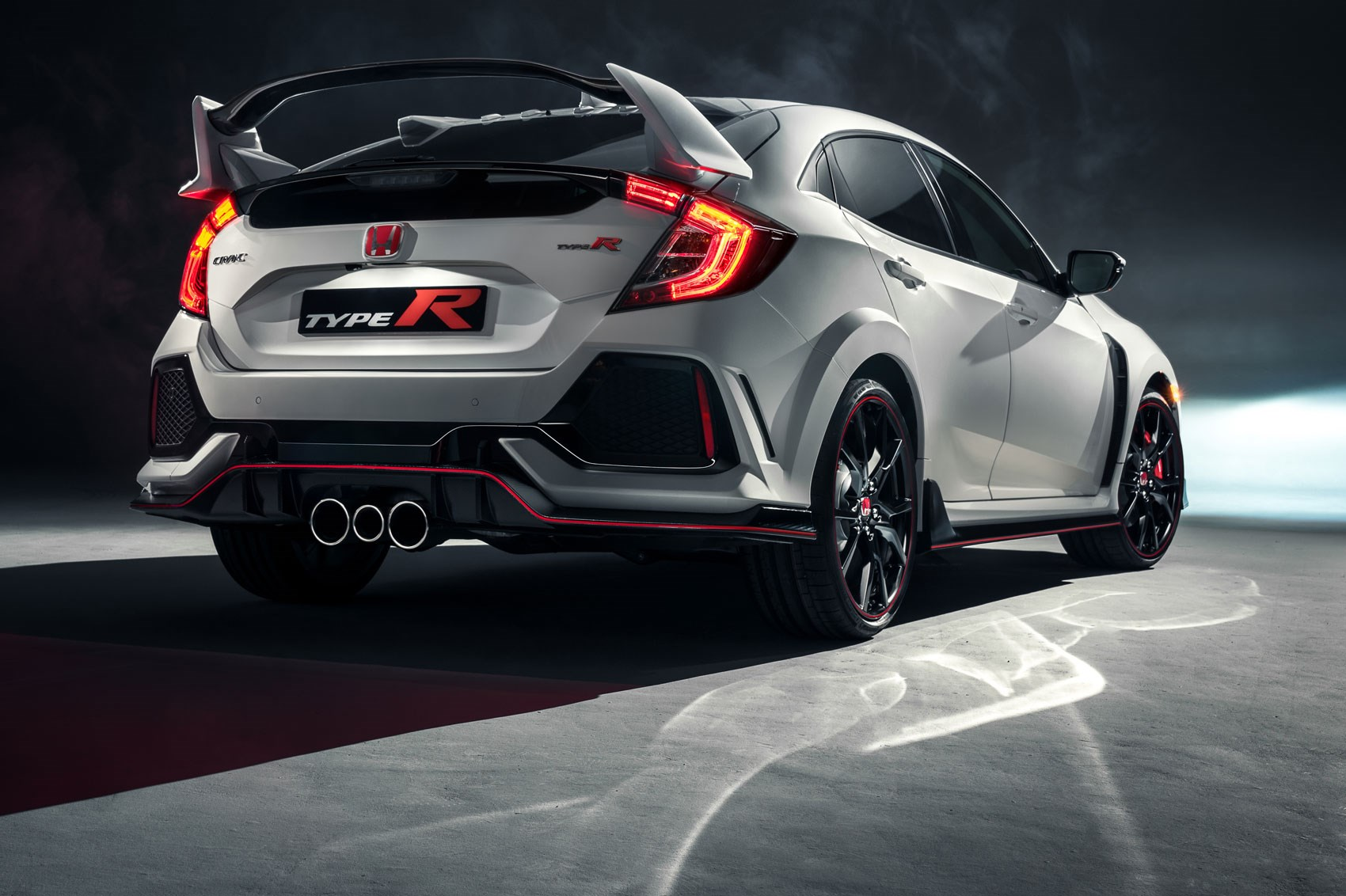 New honda civic type r revealed in pictures by car magazine for Buy honda civic type r