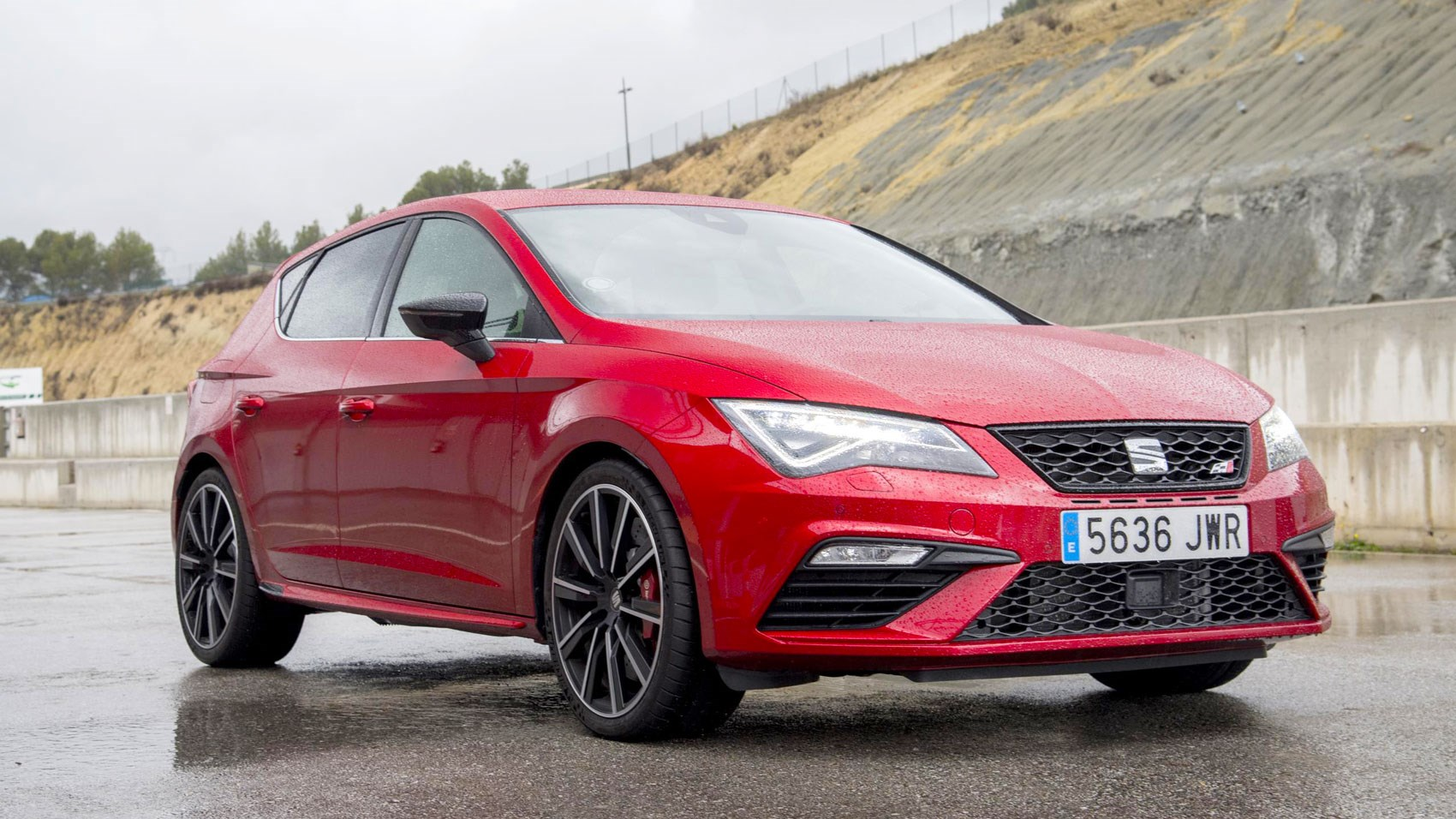 seat leon cupra 300 2017 review by car magazine. Black Bedroom Furniture Sets. Home Design Ideas