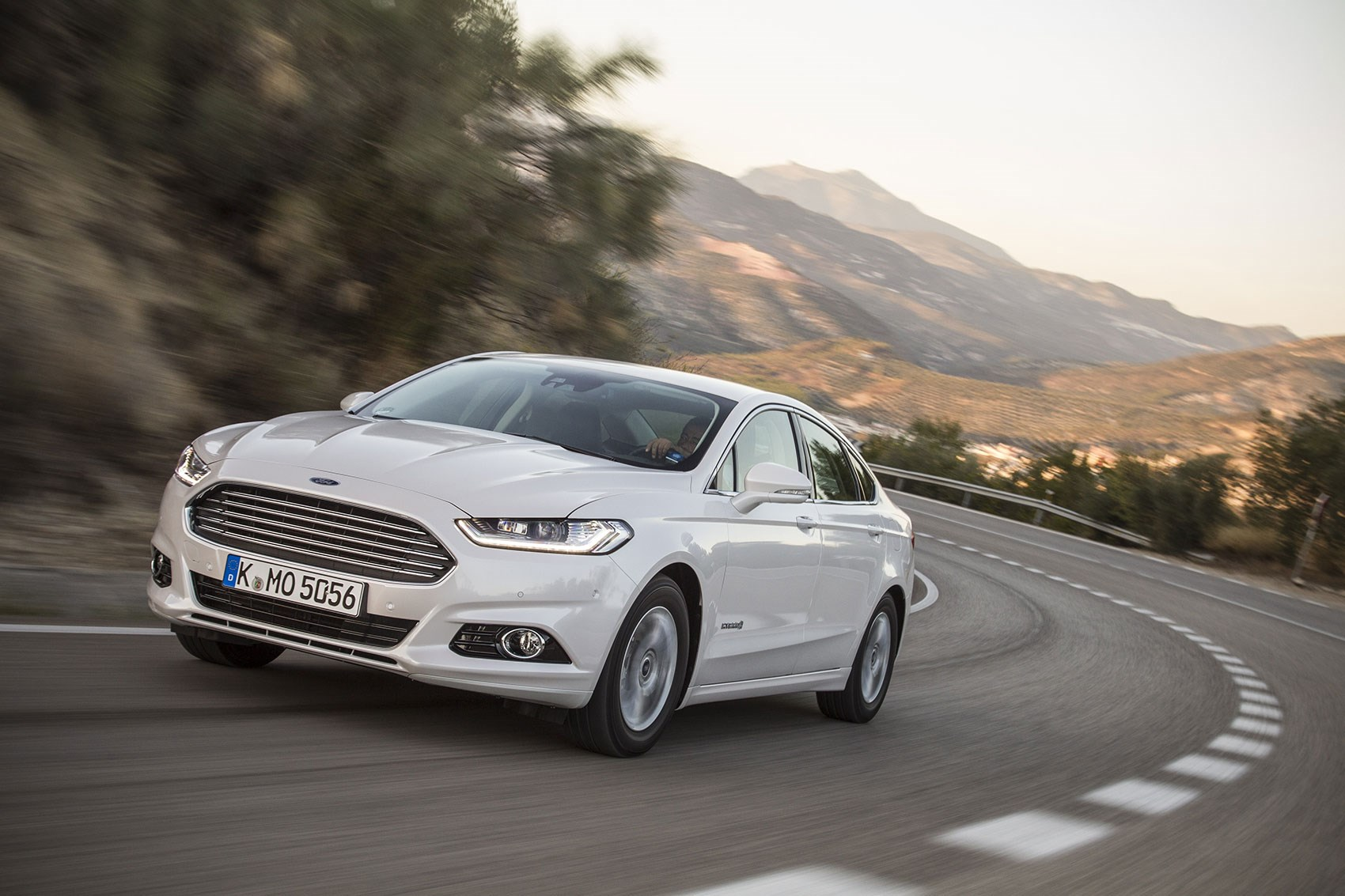 Ford Mondeo Titanium 2.0 TiVCT Hybrid (2017) review | CAR ...