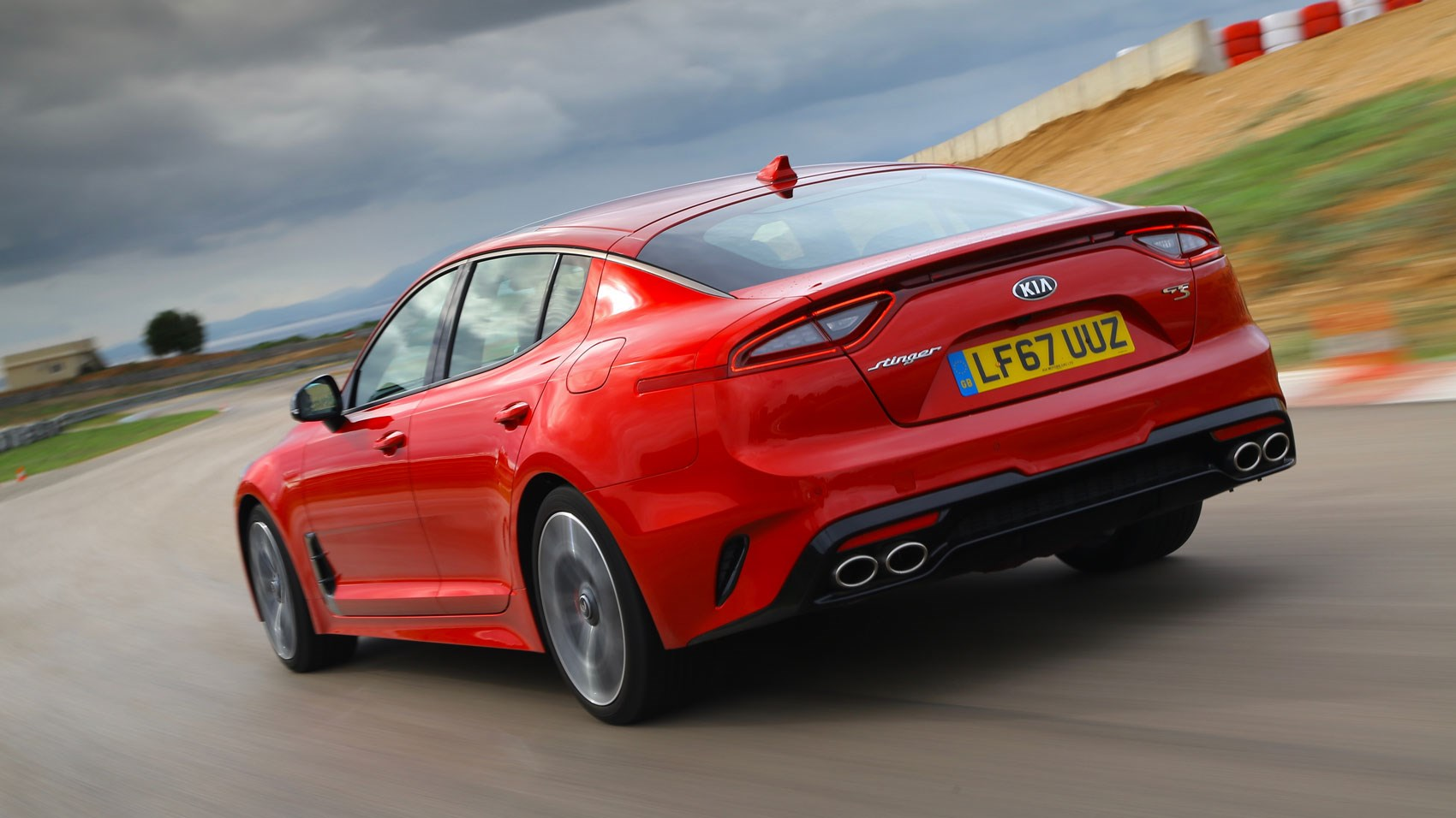 Kia Stinger rear tracking
