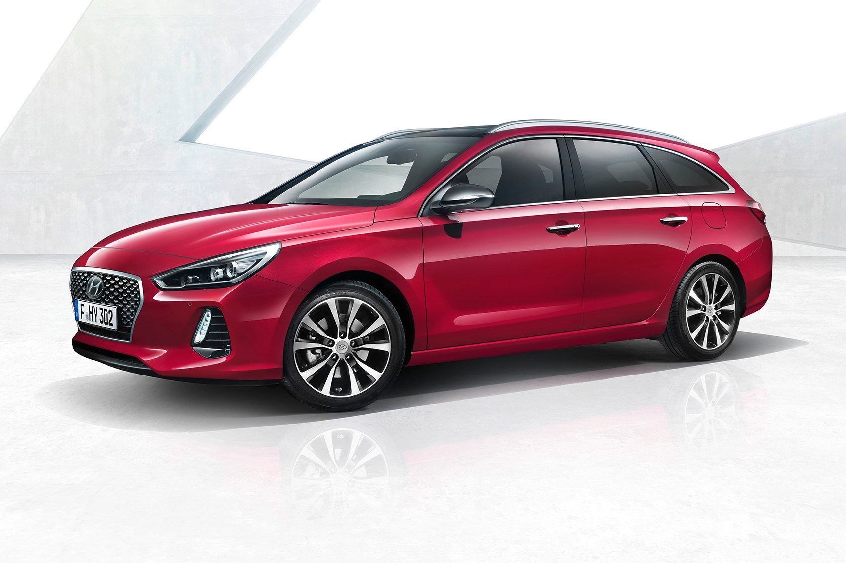 new hyundai i30 tourer loads up for geneva by car magazine. Black Bedroom Furniture Sets. Home Design Ideas