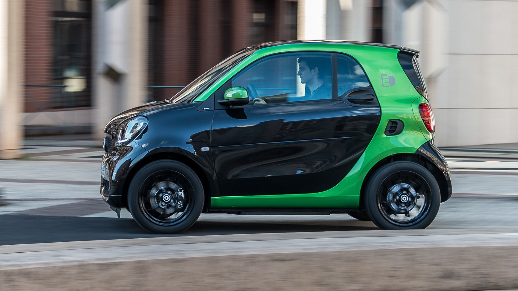 Smart ForTwo Electric Drive (2017) review by CAR Magazine
