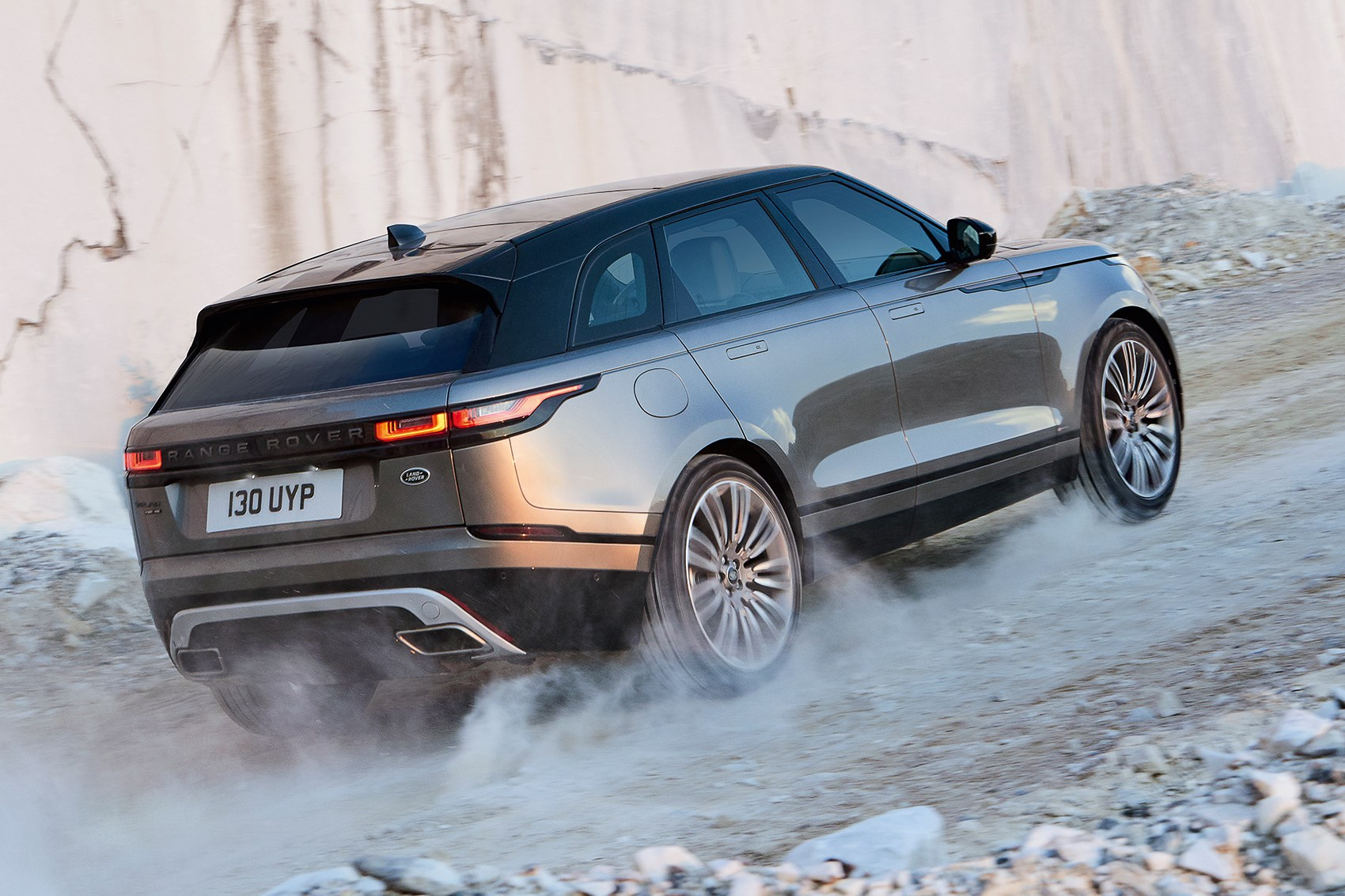 new range rover velar revealed in pictures car magazine. Black Bedroom Furniture Sets. Home Design Ideas