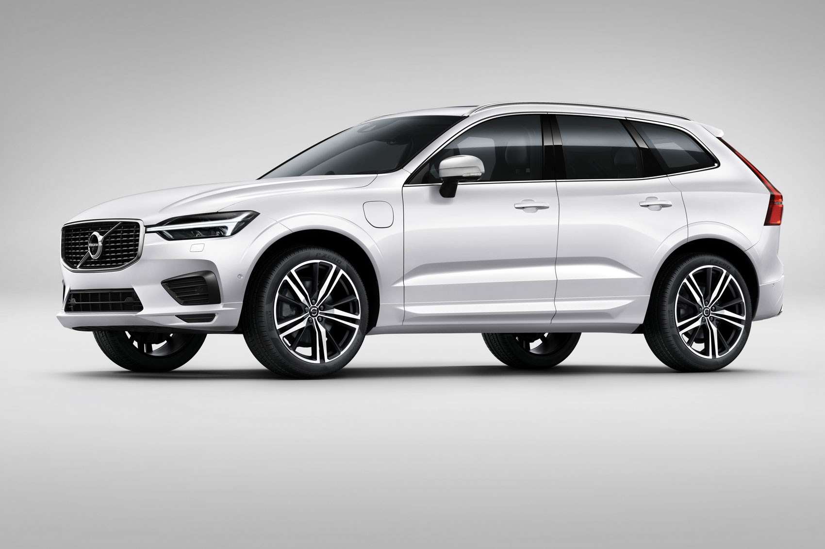 new volvo xc60 unveiled at geneva 2017 by car magazine. Black Bedroom Furniture Sets. Home Design Ideas