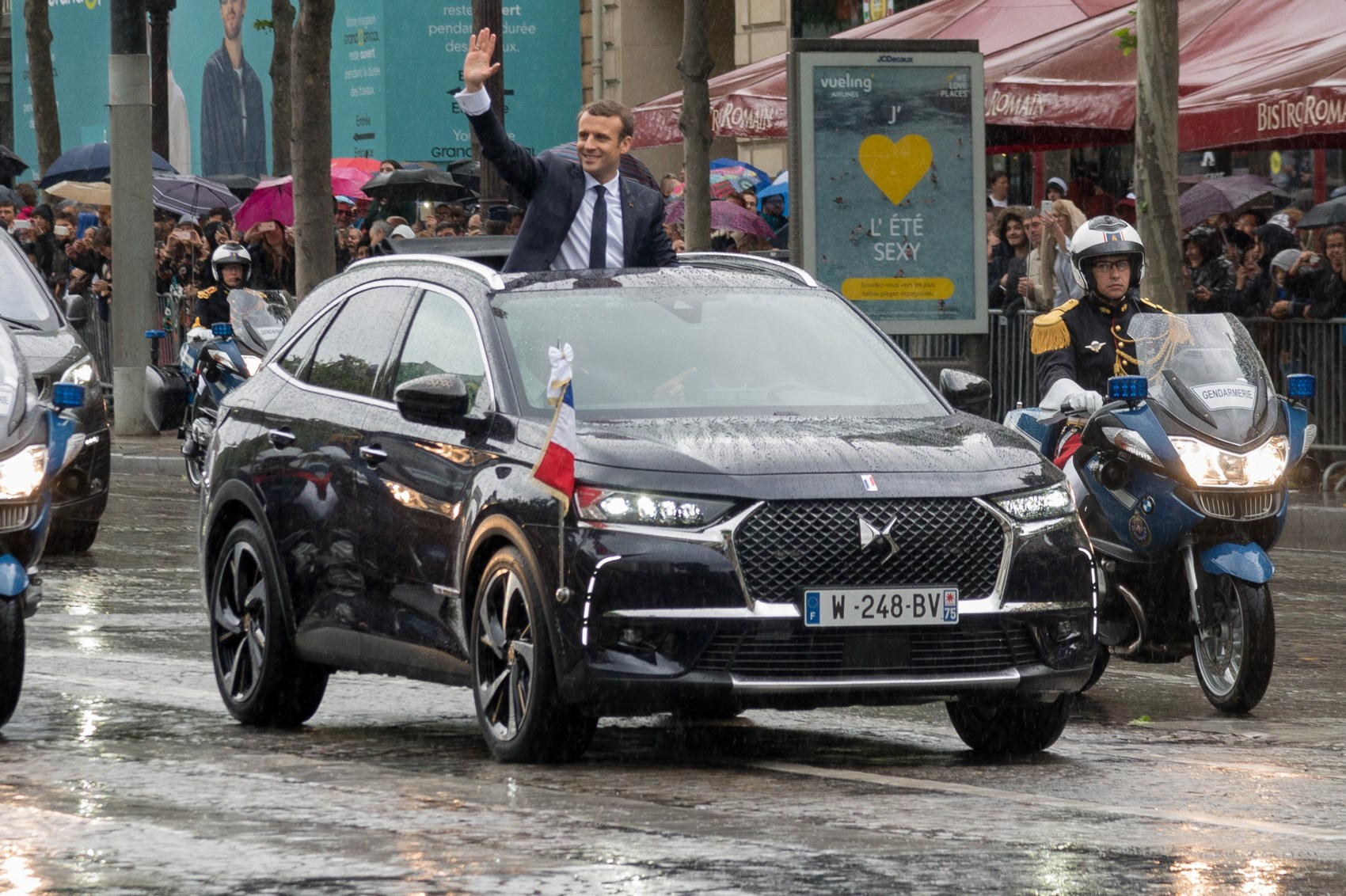ds7 crossback suv new french president macron has first dibs car magazine. Black Bedroom Furniture Sets. Home Design Ideas