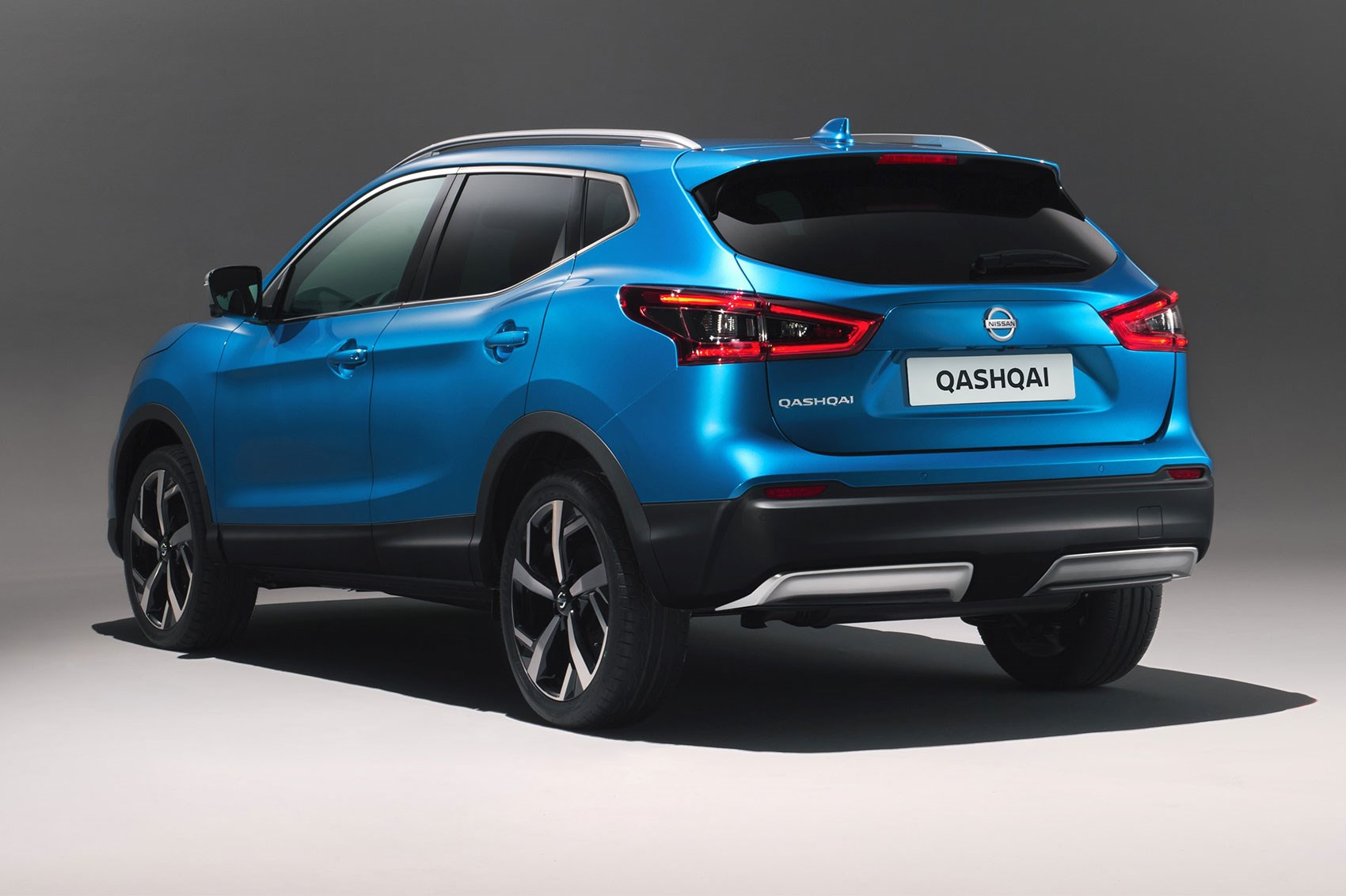 Nissan qashqai goes premium at geneva 2017 by car magazine for Qashqai 2016 interieur