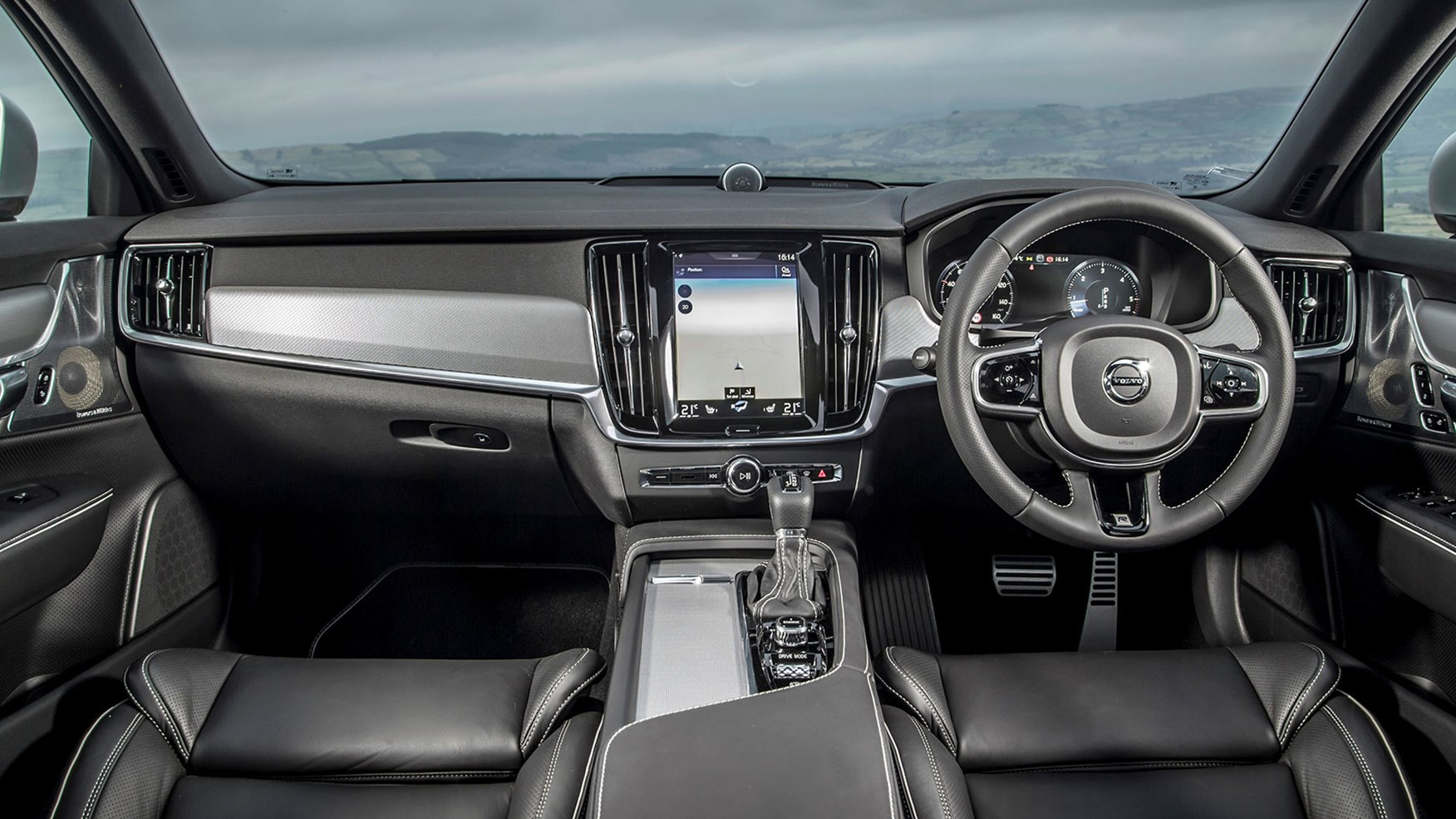 Volvo S90 D5 R-Design (2017) review by CAR Magazine
