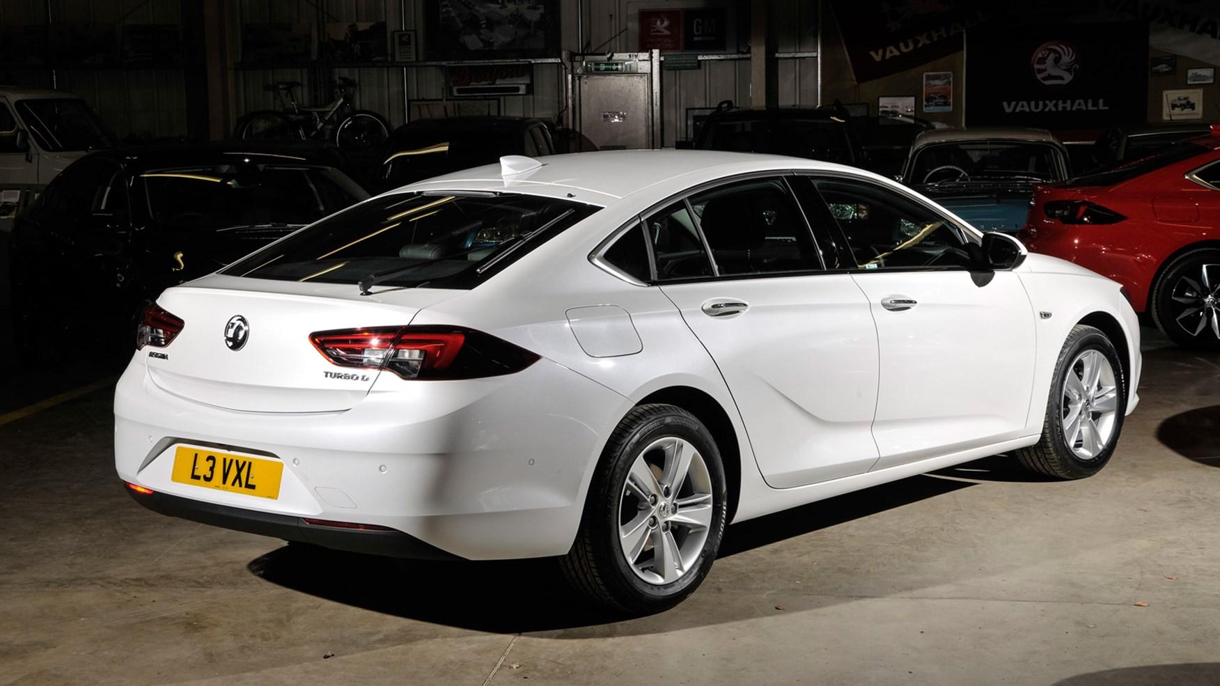 Vauxhall Insignia Grand Sport (2017) review | CAR Magazine