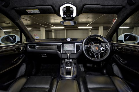 Porsche Macan Turbo: inside the cabin