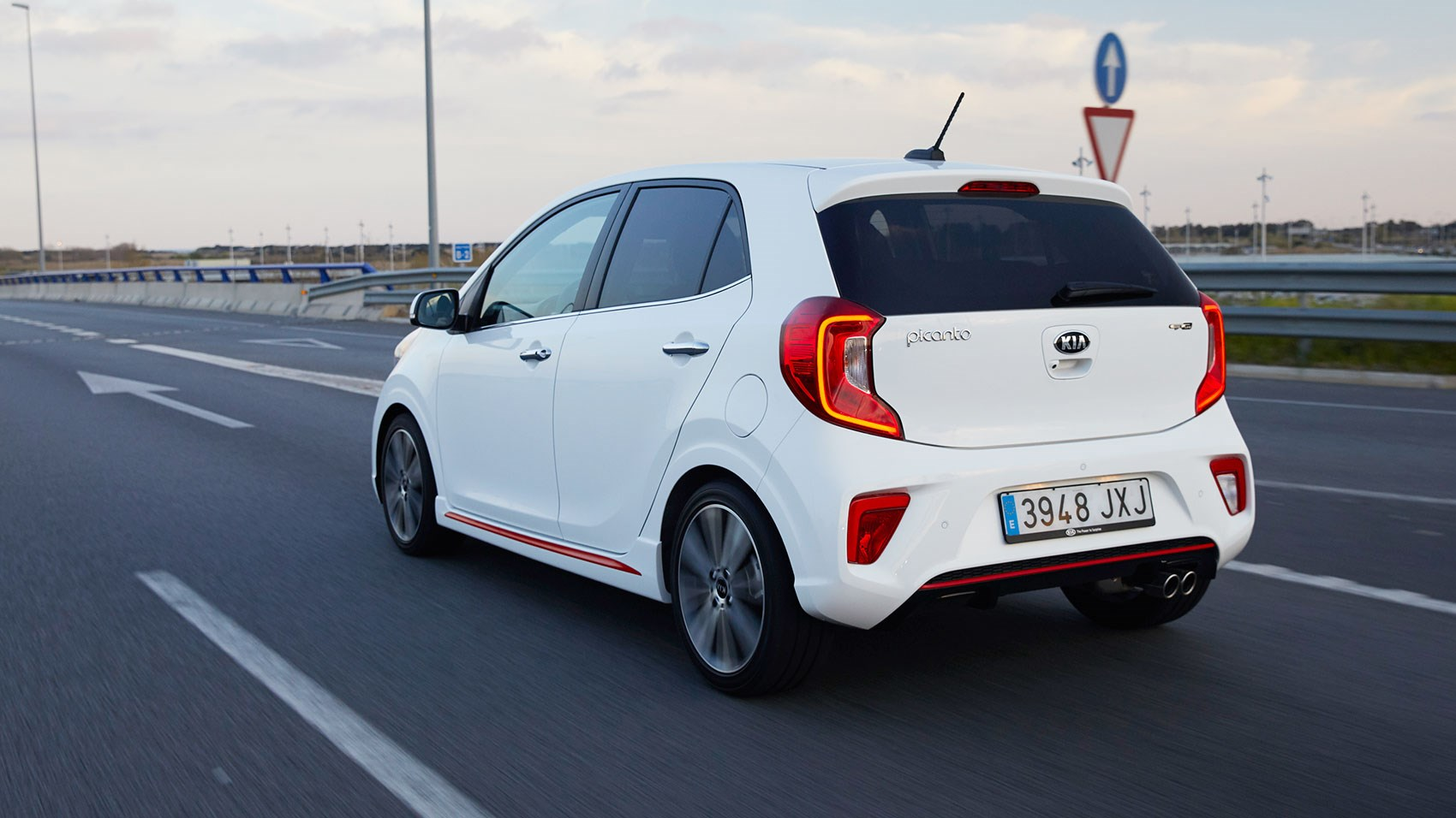 kia picanto 1 2 gt line 2017 review by car magazine. Black Bedroom Furniture Sets. Home Design Ideas