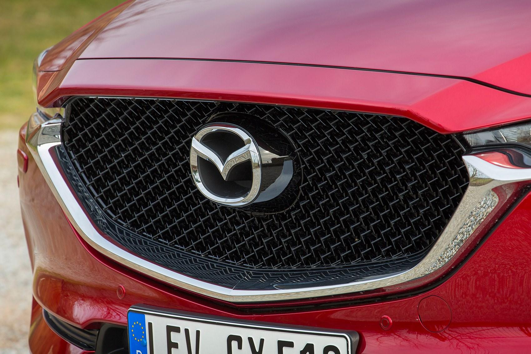 Mazda CX-5 grille