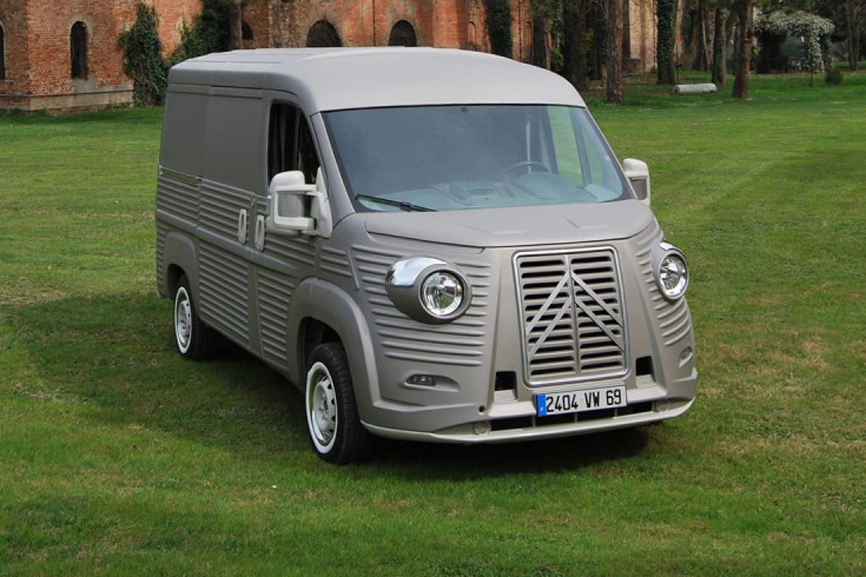 Citroen Relay Transformed Into Retrotastic H Van Car