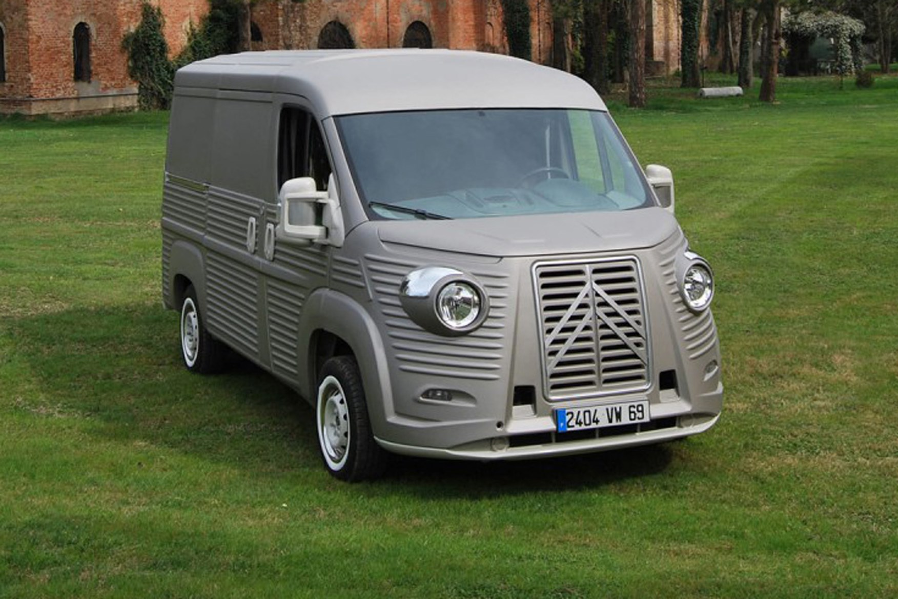 Ford Groves Citroen Relay Transformed Into Retrotastic H