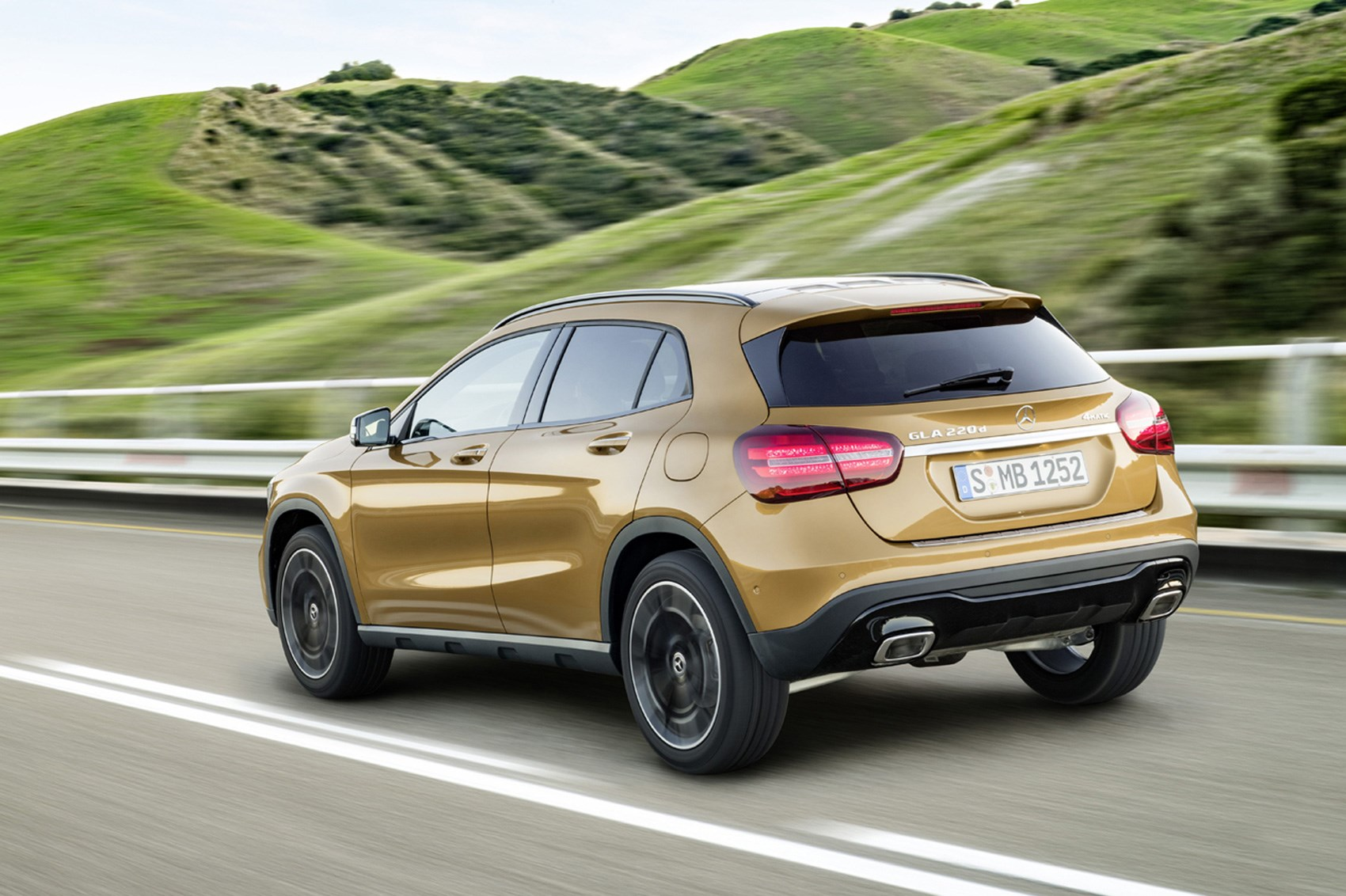 mercedes gla 220d 2017 facelift review by car magazine. Black Bedroom Furniture Sets. Home Design Ideas