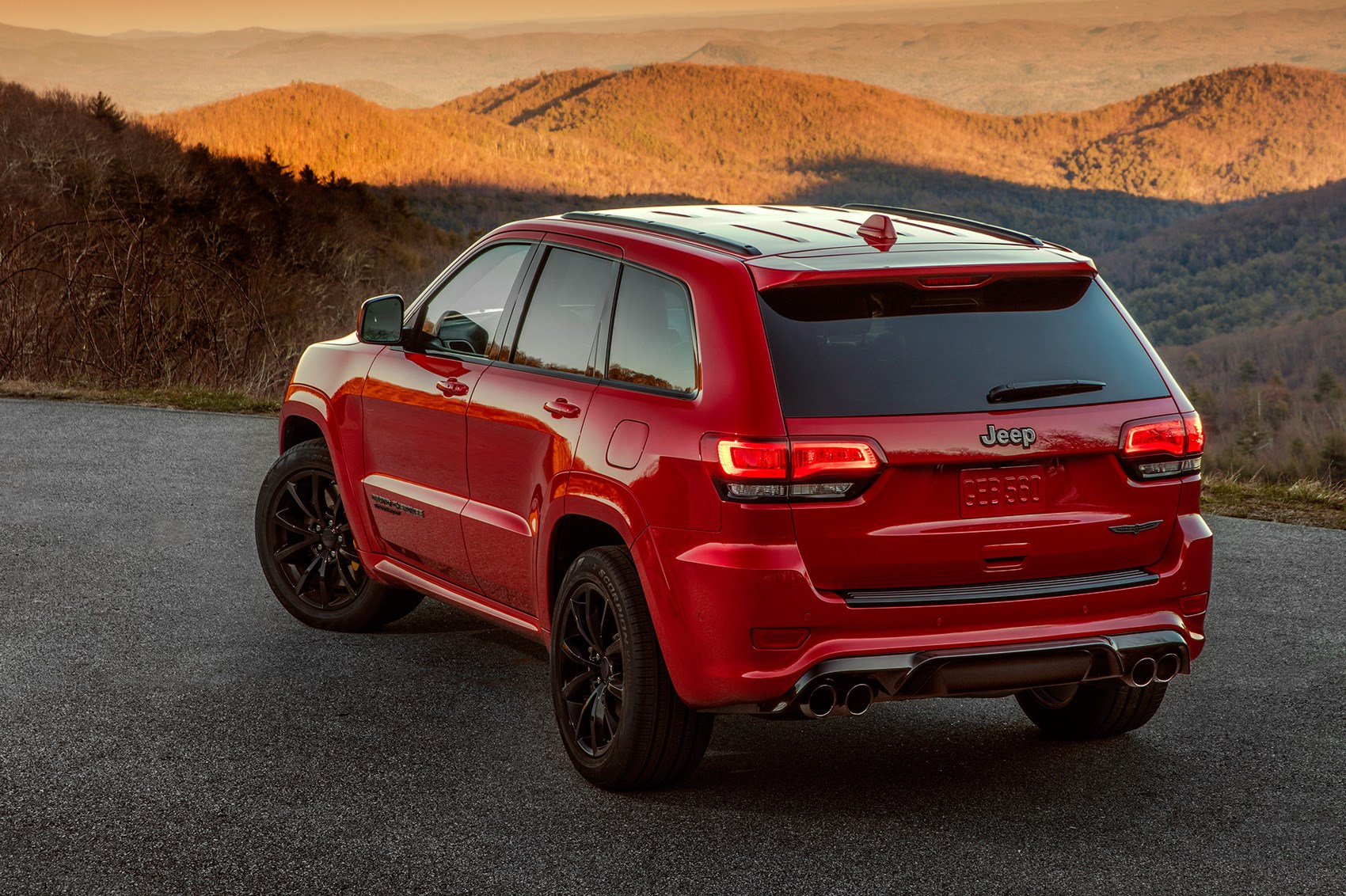 Fiat Chrysler unveils 707 HP Jeep Grand Cherokee Trackhawk, fastest ever