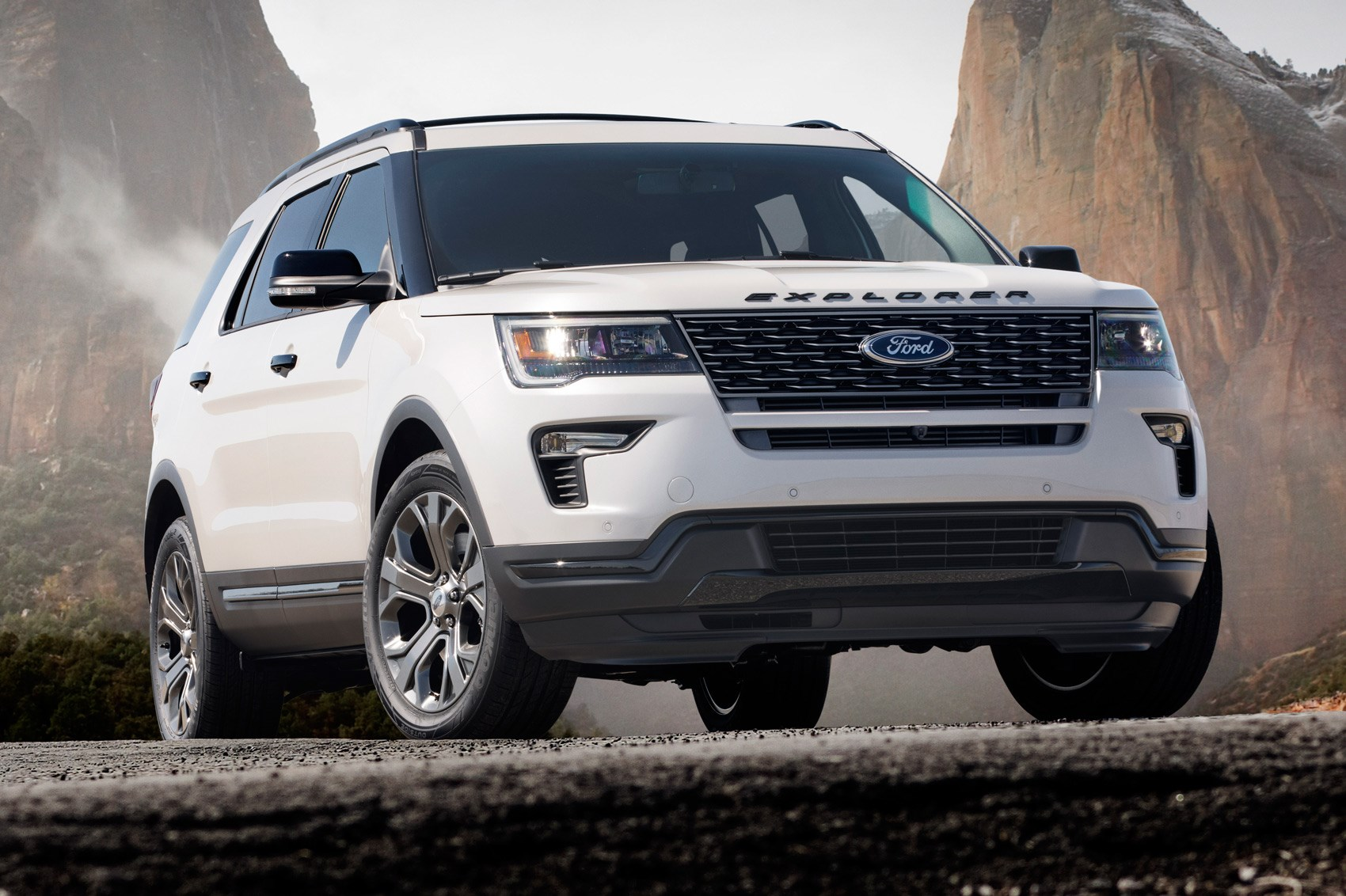 ford explorer goes tech mad for 2018 by car magazine. Black Bedroom Furniture Sets. Home Design Ideas