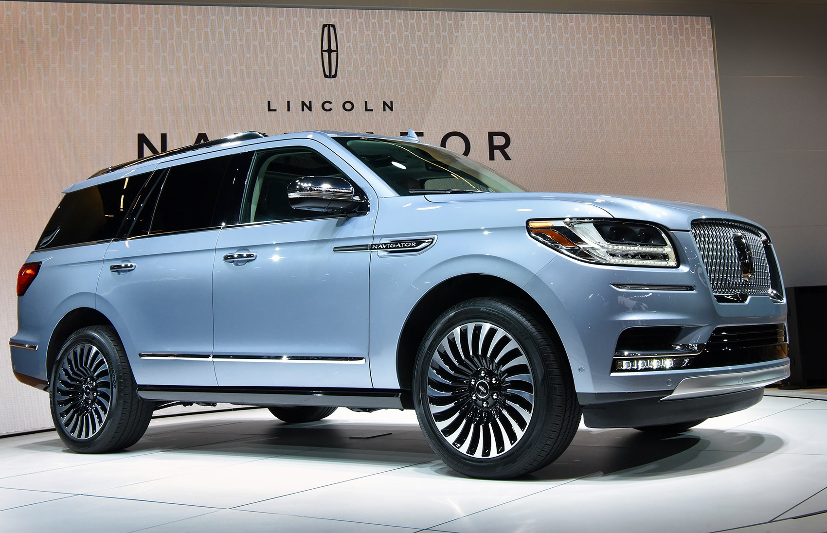 new lincoln navigator maxing out the luxury suv sector by car magazine. Black Bedroom Furniture Sets. Home Design Ideas
