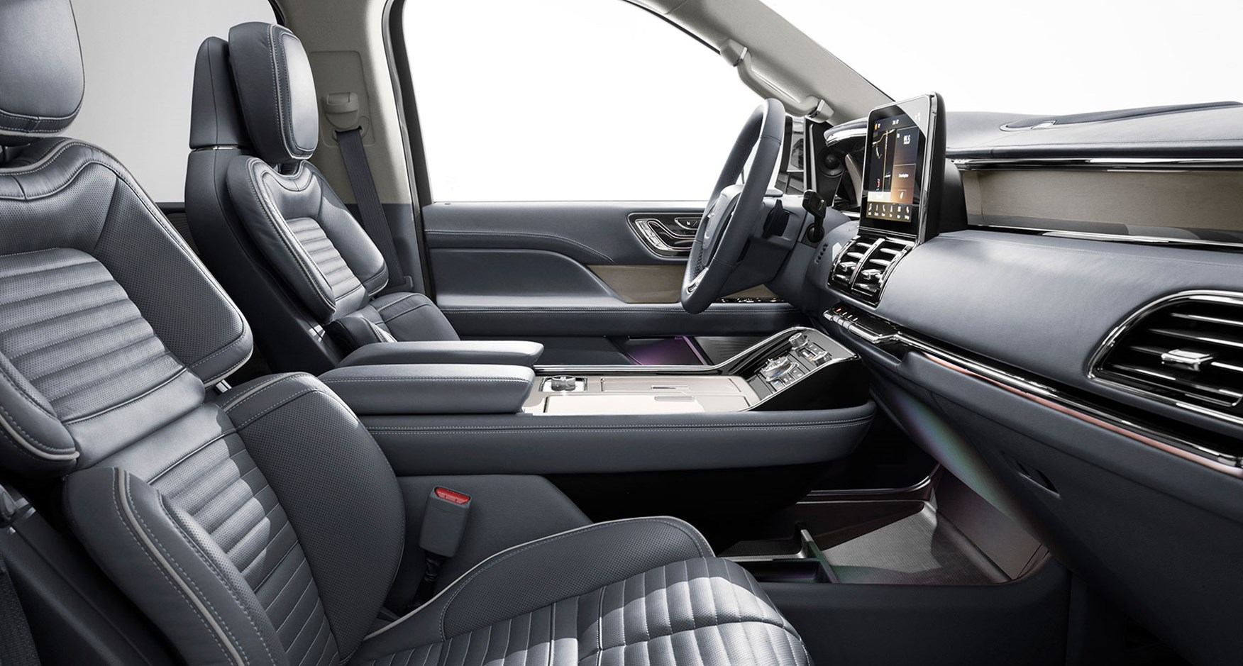 New Lincoln Navigator Maxing Out The Luxury Suv Sector Car Magazine