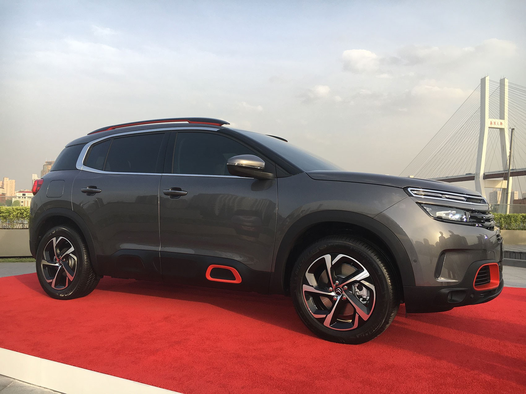 citroen c5 aircross 2018 revealed in shanghai news and. Black Bedroom Furniture Sets. Home Design Ideas