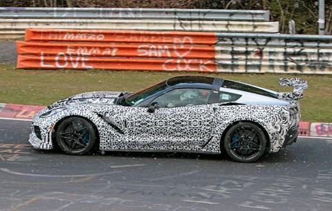 Yeni Corvette ZR1 Nordschleife'de test edildi