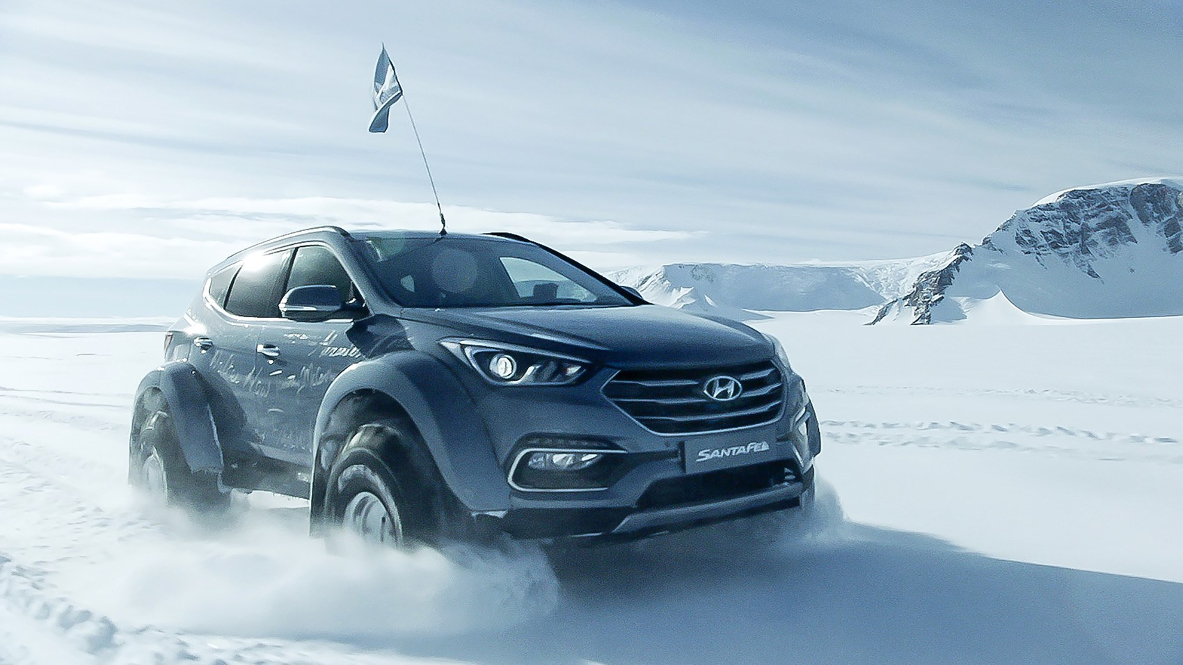 Hyundai Santa Fe Shackleton Endurance front tracking